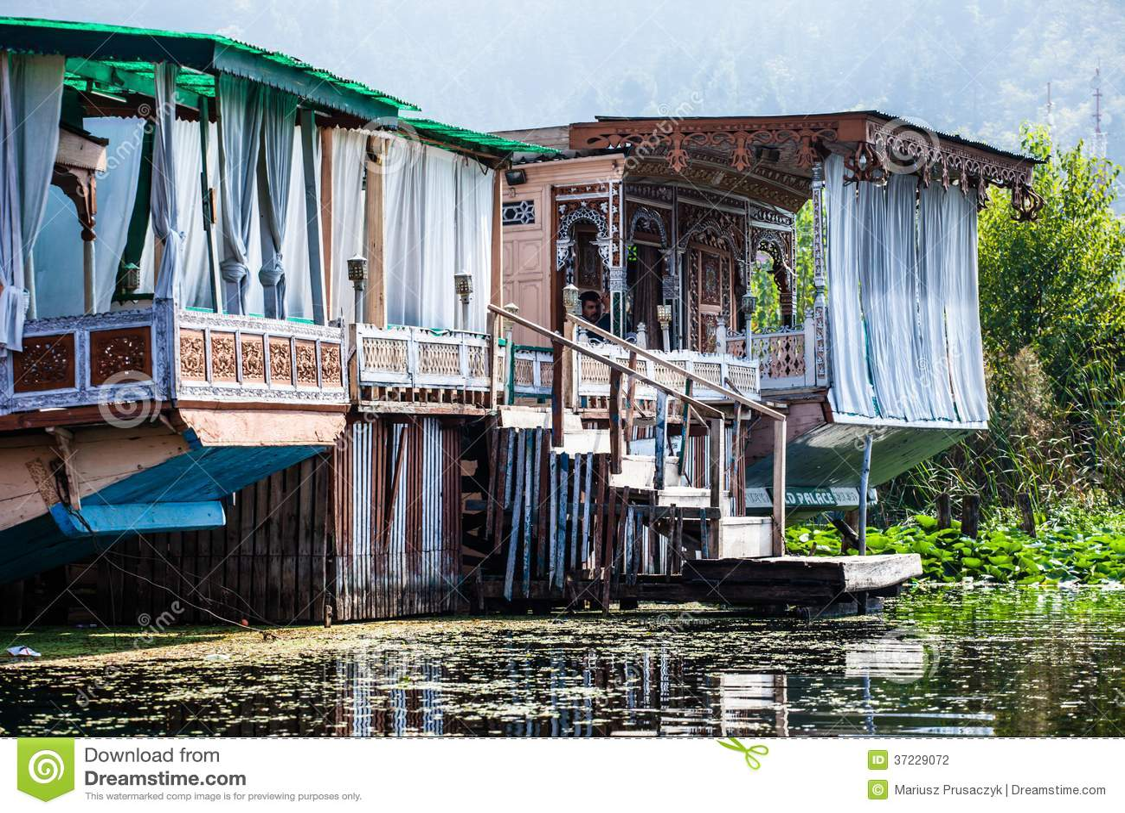 Casas flotantes los hoteles de lujo flotantes en dal lake - Casas en la provenza ...