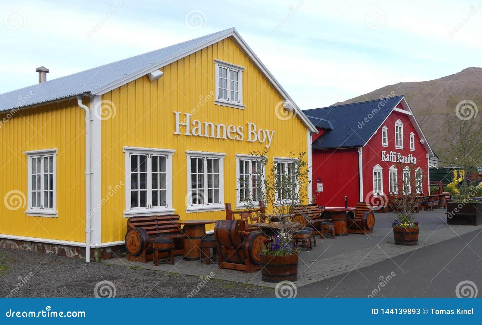 Casas hermosas en Siglufjordur, Islandia