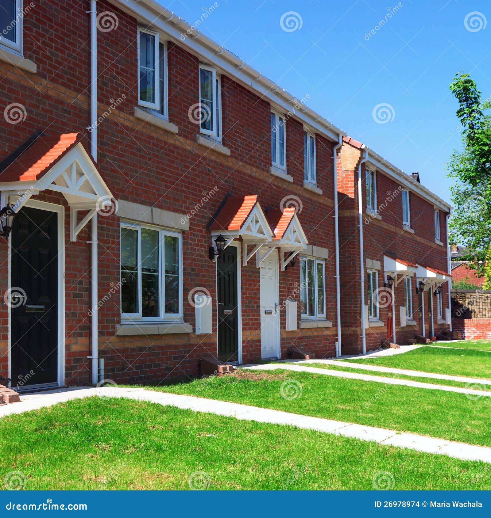 Casas inglesas modernas del ladrillo foto de archivo imagen de casero costoso 26978974 - Imagenes de casas inglesas ...