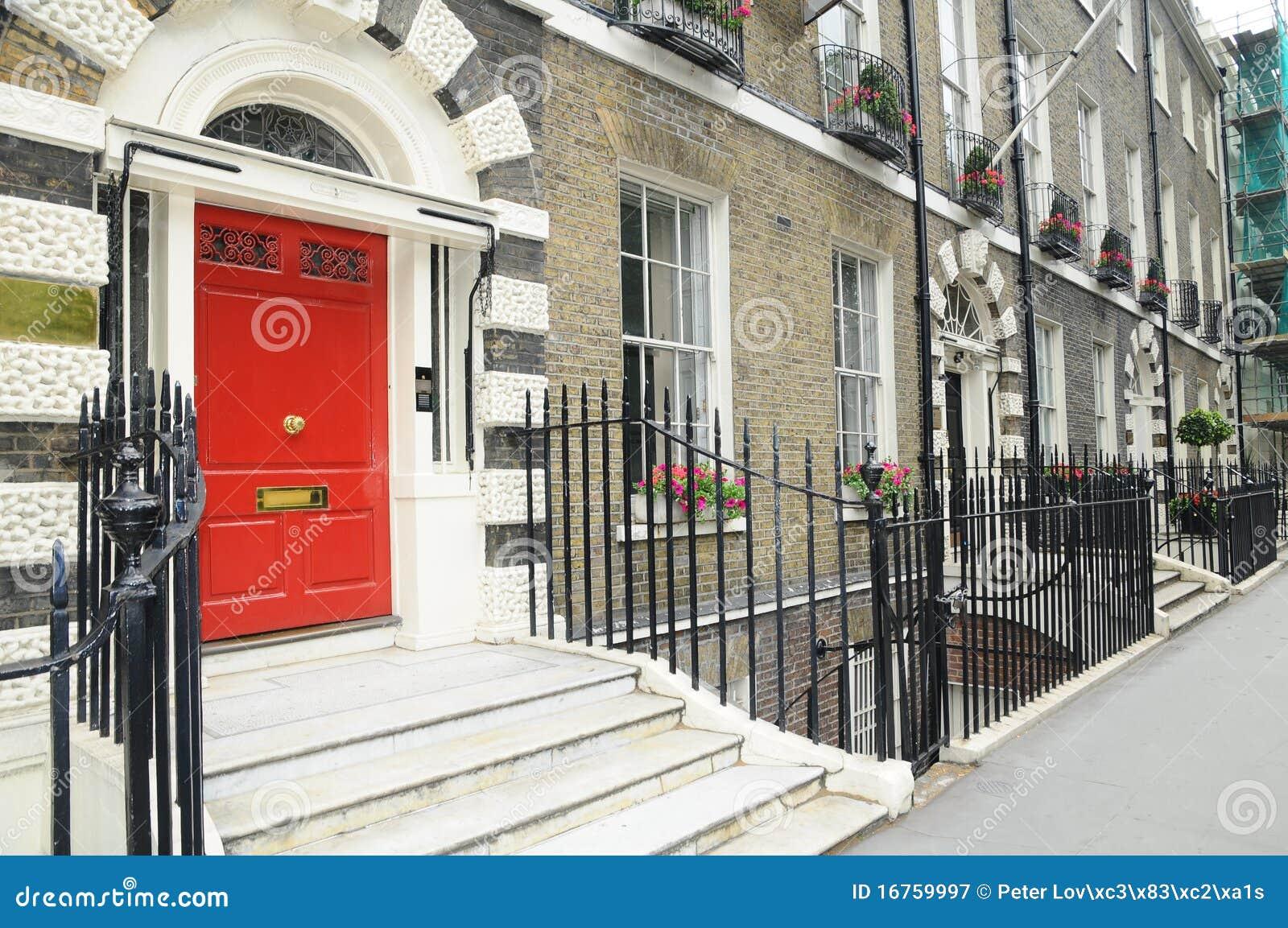 Casas inglesas viejas puerta roja imagen de archivo imagen de inglaterra implantaci n 16759997 - Imagenes de casas inglesas ...