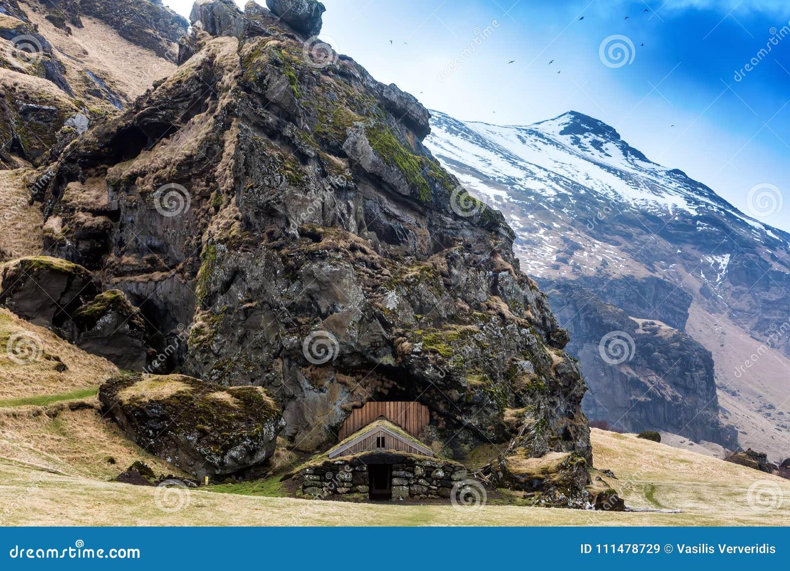 Casas islandêsas tradicionais do relvado