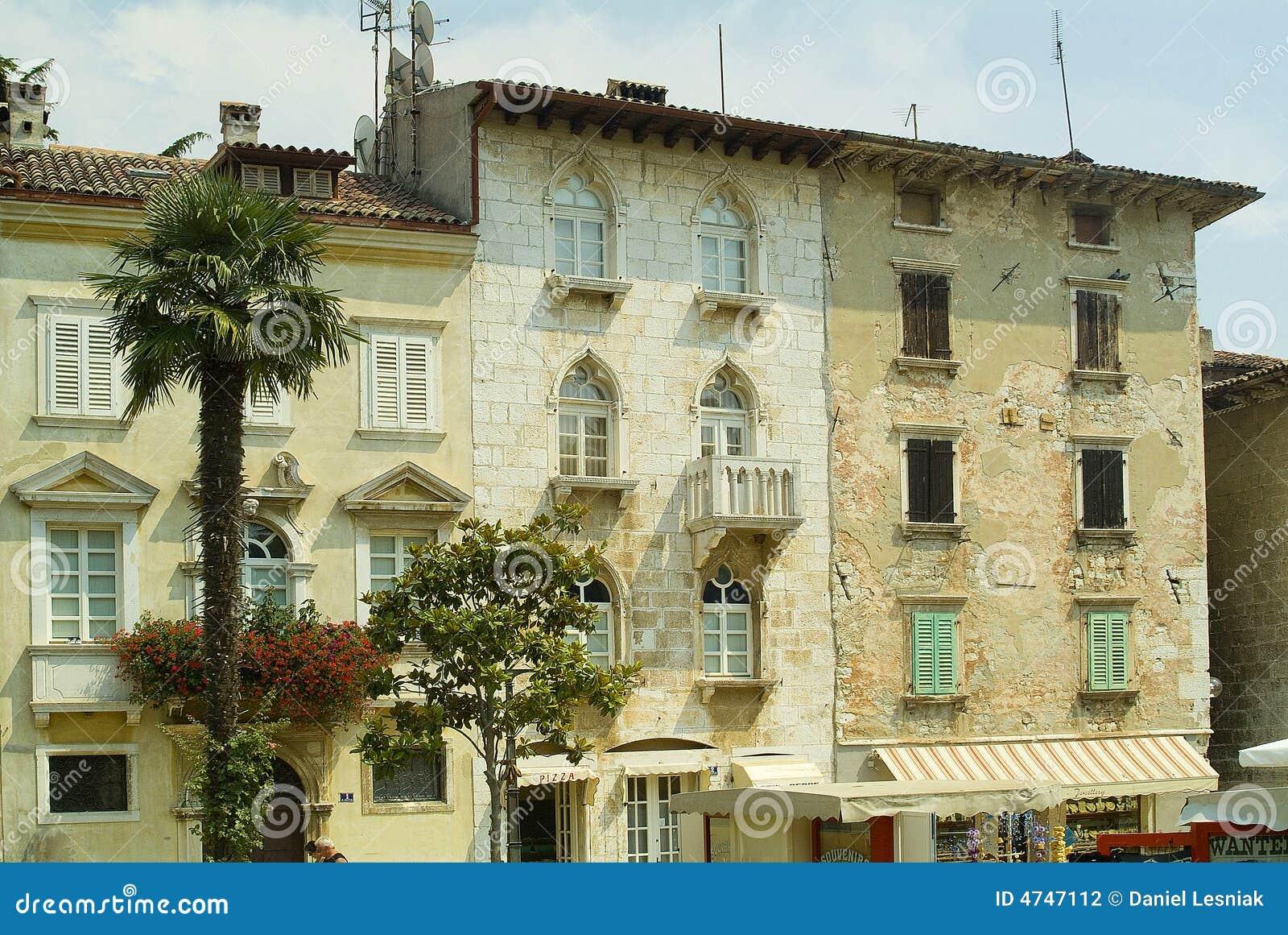 Casas italianas em porec croatia do estilo fotografia de - Casas de estilo italiano ...