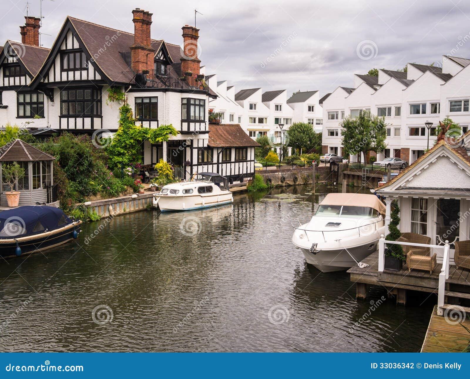 Casas luxuosas de Tamisa do rio