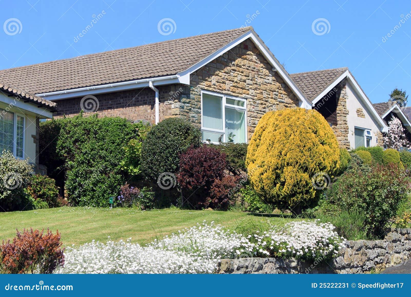 Casas modernas de la casa de planta baja imagen de archivo - Casas en planta baja ...