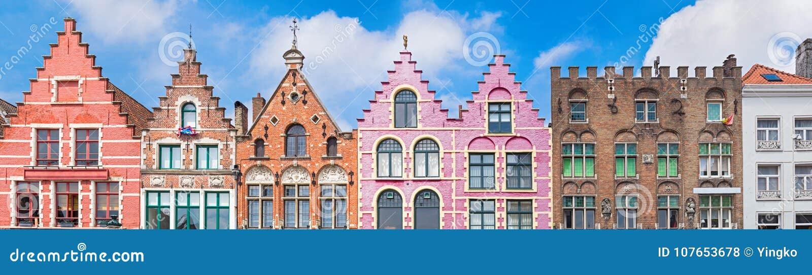 Casas no mercado em Bruges