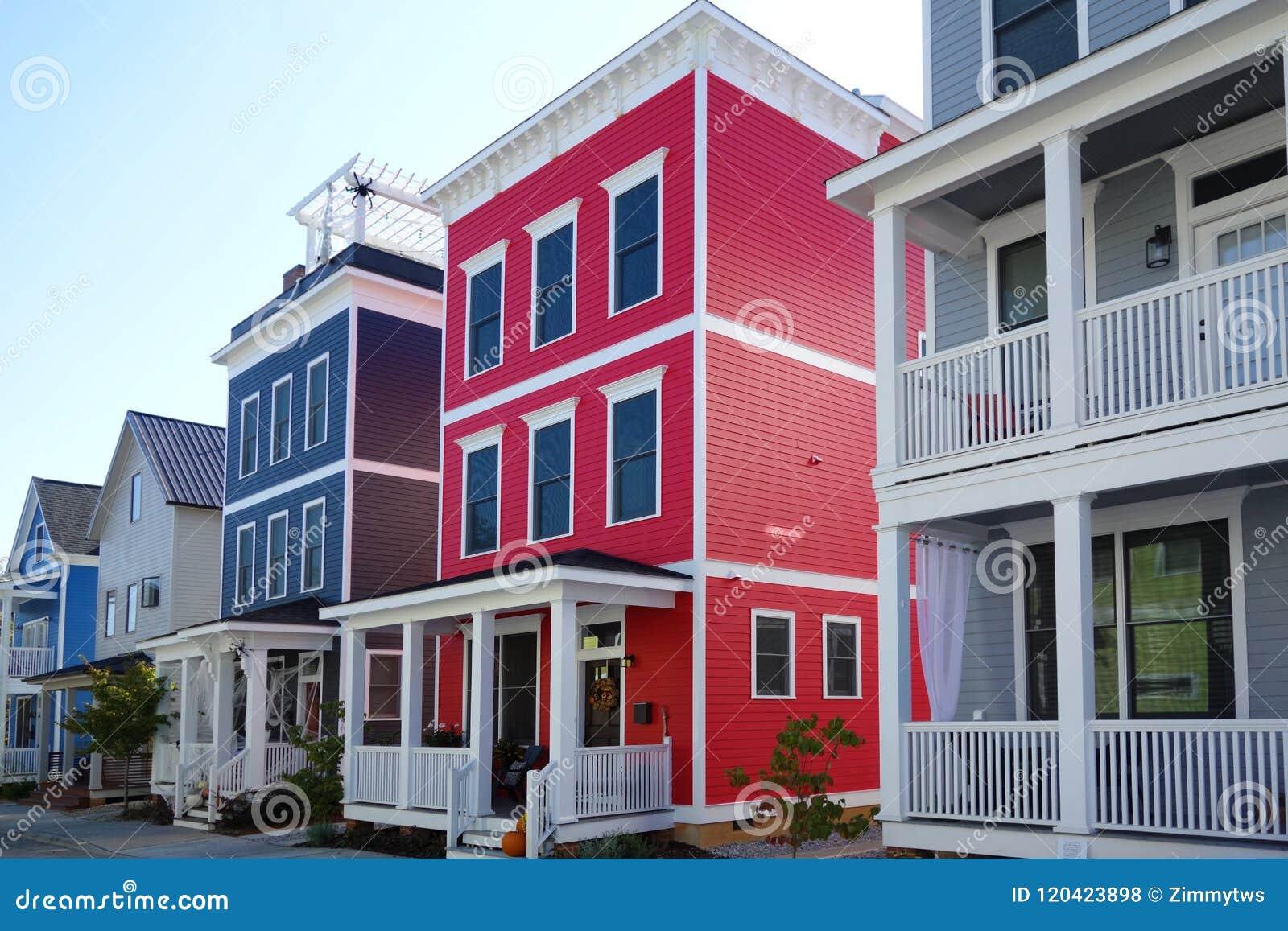 Casas novas brilhantes