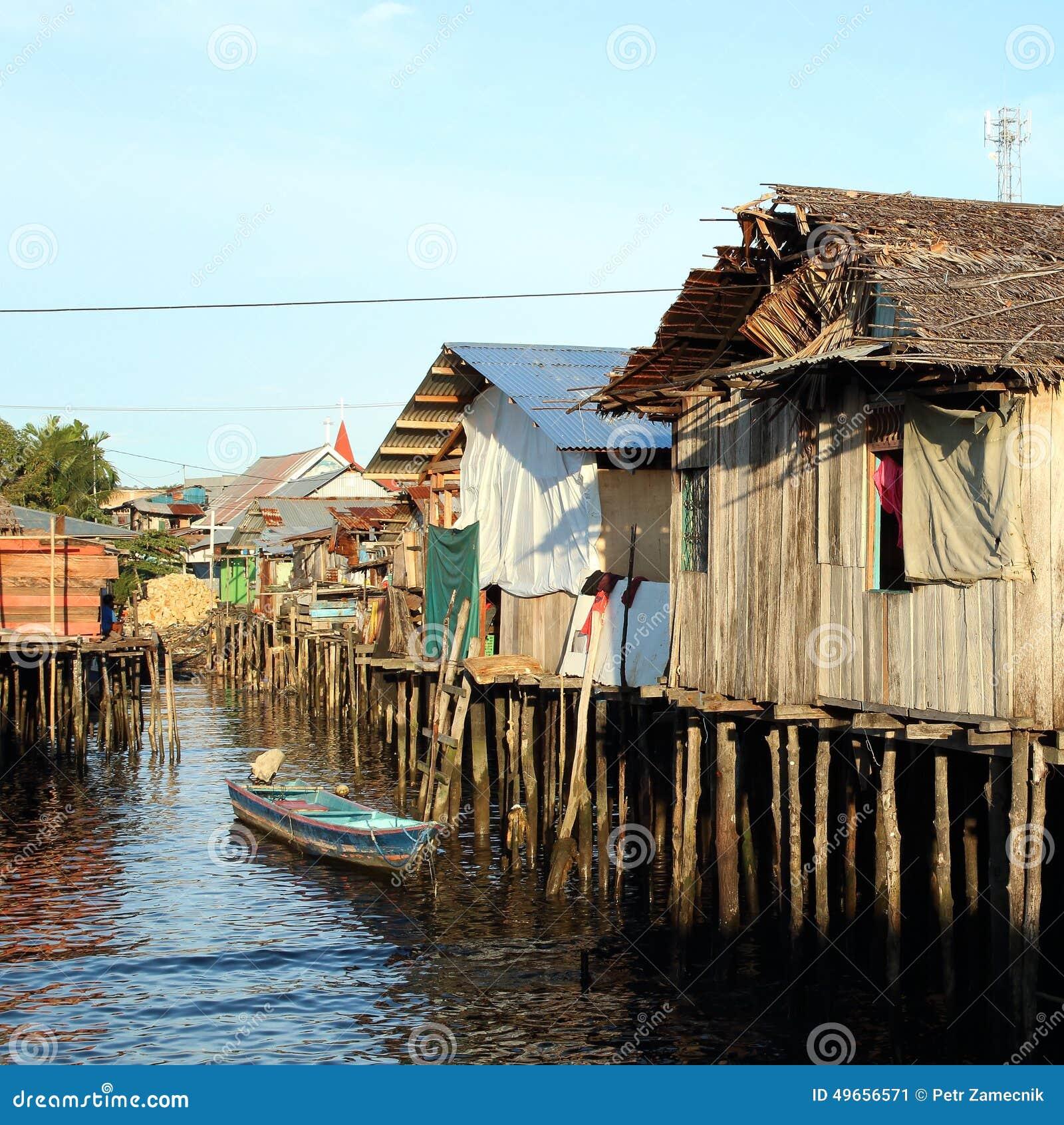 Casas pobres sobre el mar imagen de archivo imagen de - Casas en el mar ...