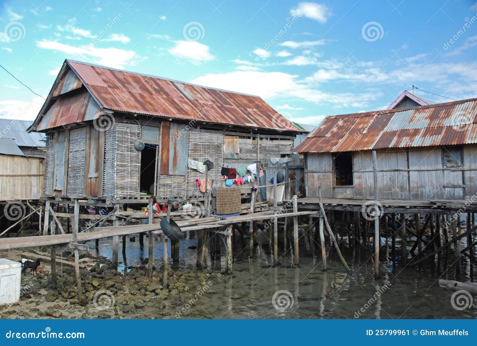 Maumere Indonesia  city images : ... de archivo: Casas residenciales en los zancos, Maumere, Indonesia