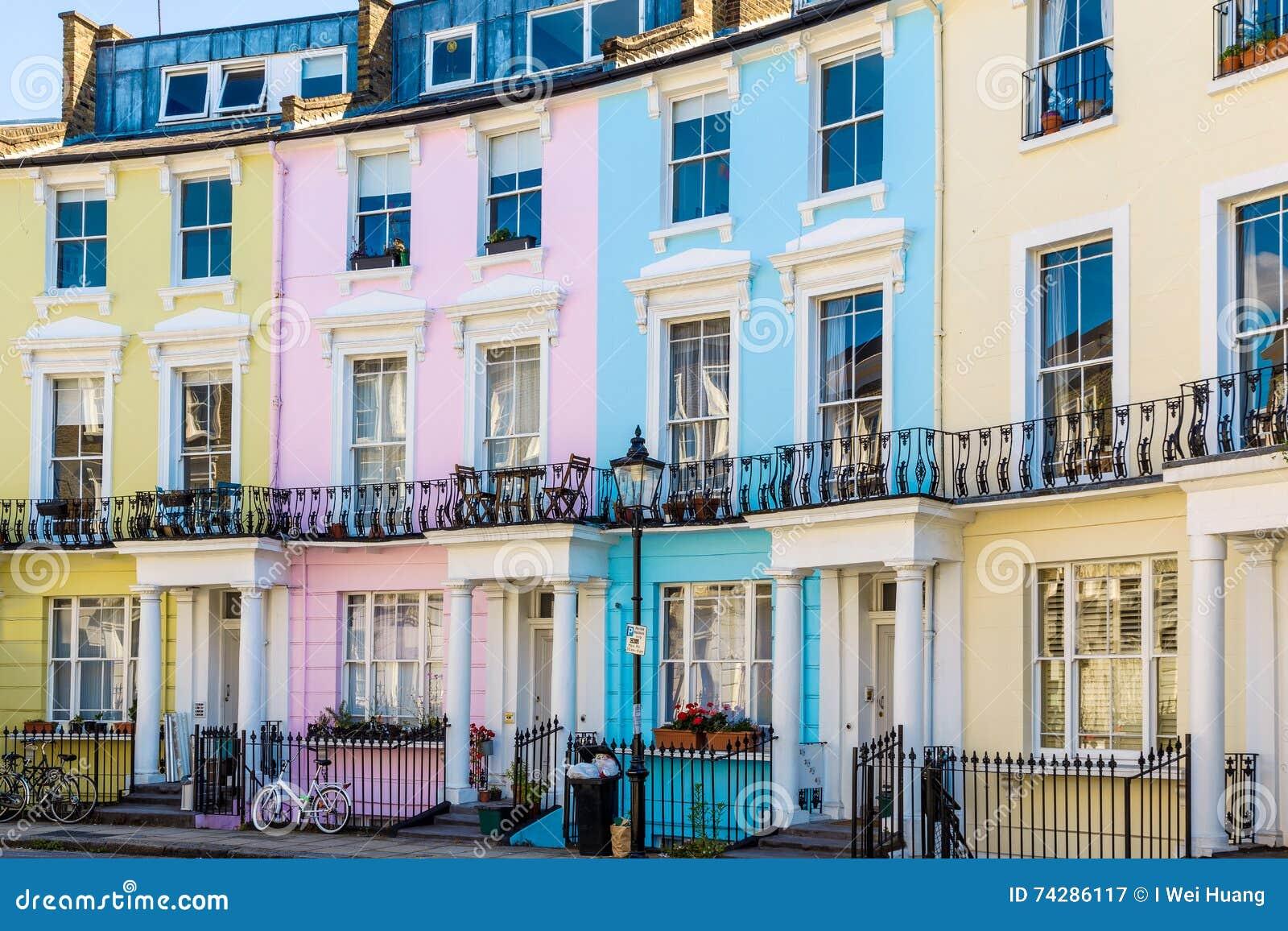 Casas Terraced inglesas coloridas