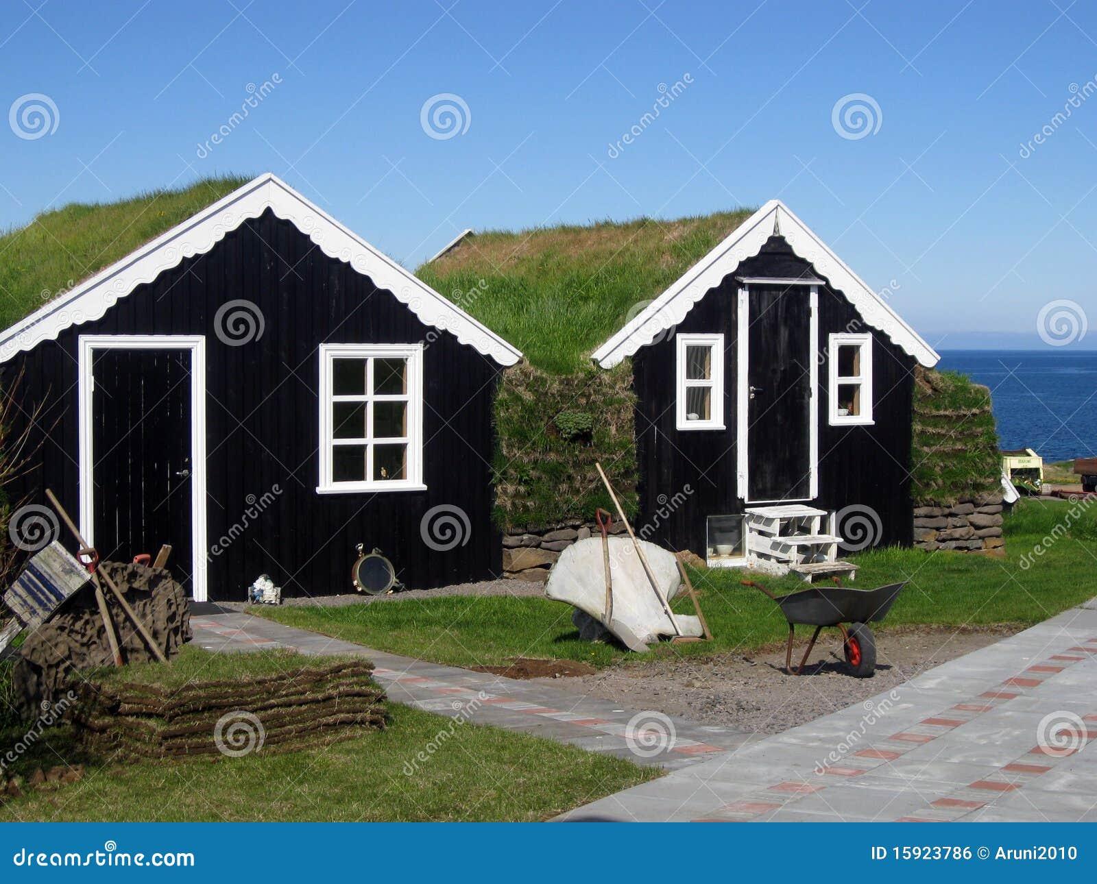 Casas tradicionales de la hierba azotea en islandia foto de archivo imagen de azotea - Casas en islandia ...