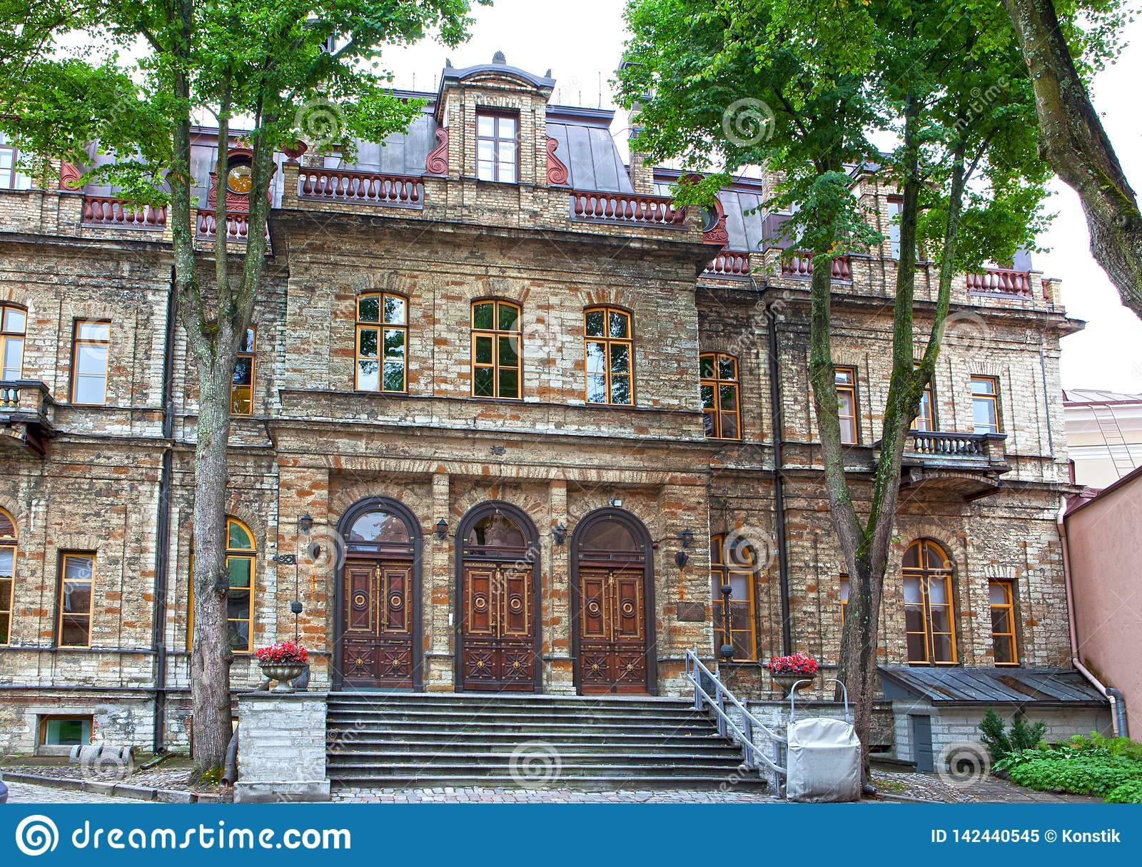 Casas velhas nas ruas velhas da cidade Tallinn Est?nia