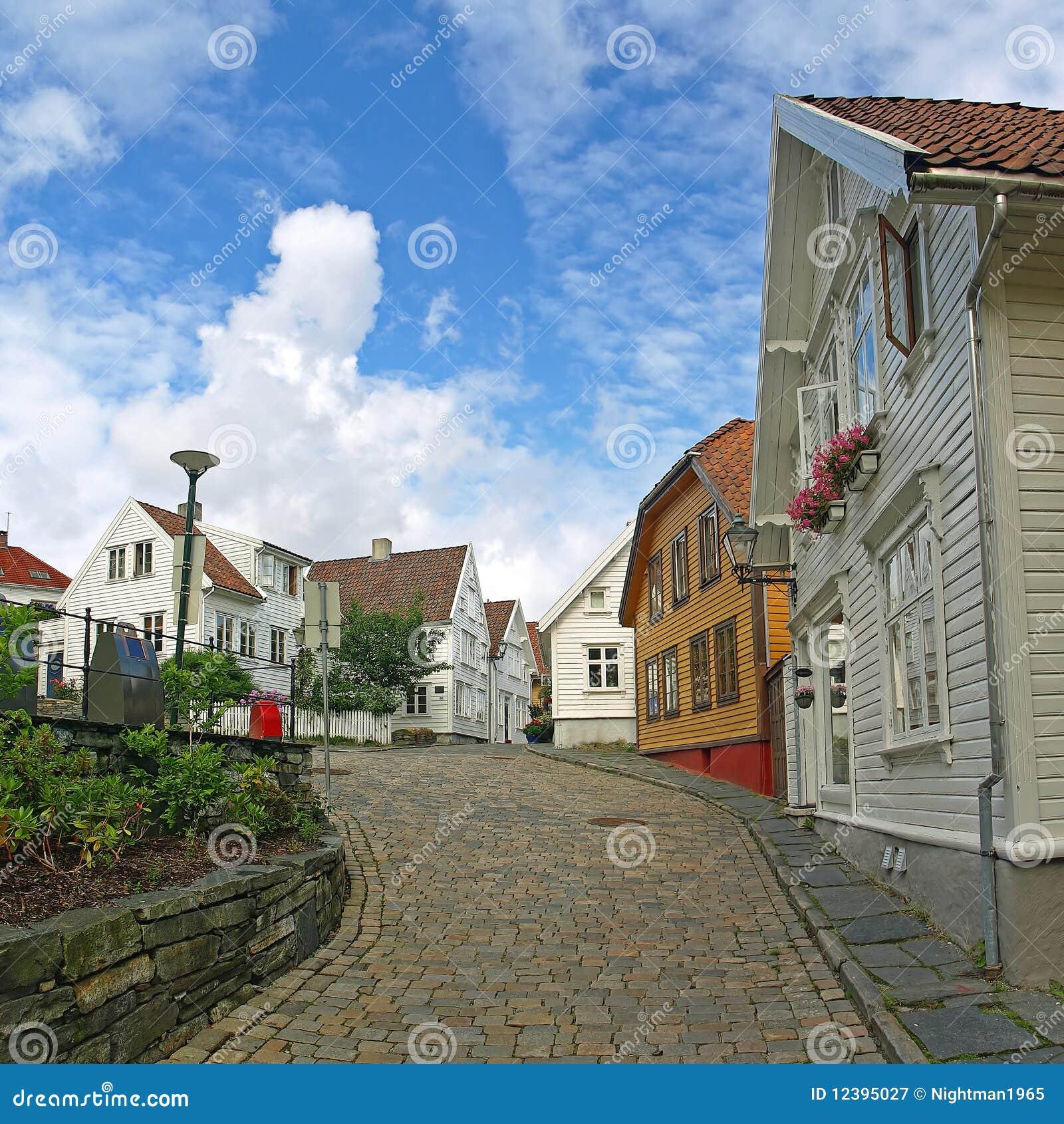 Casas viejas en stavanger noruega for Casas en noruega