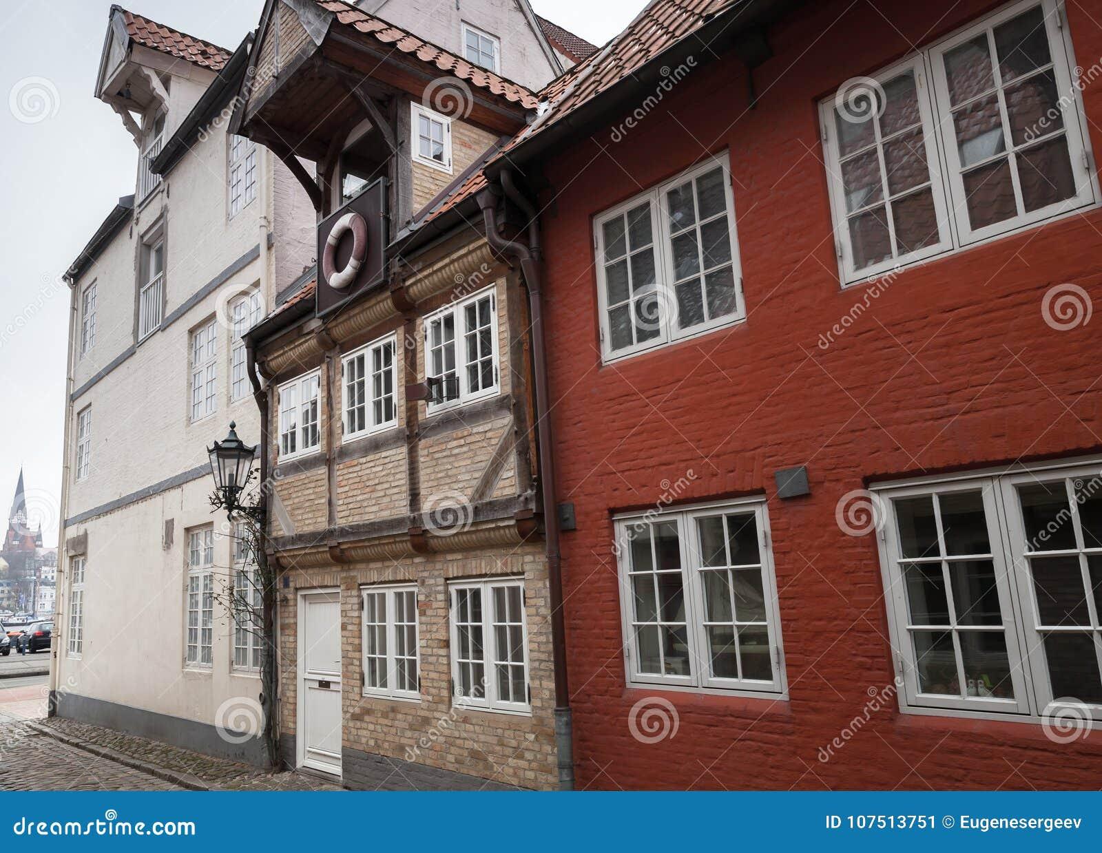 Casas vivas en la ciudad vieja Flensburg, Alemania