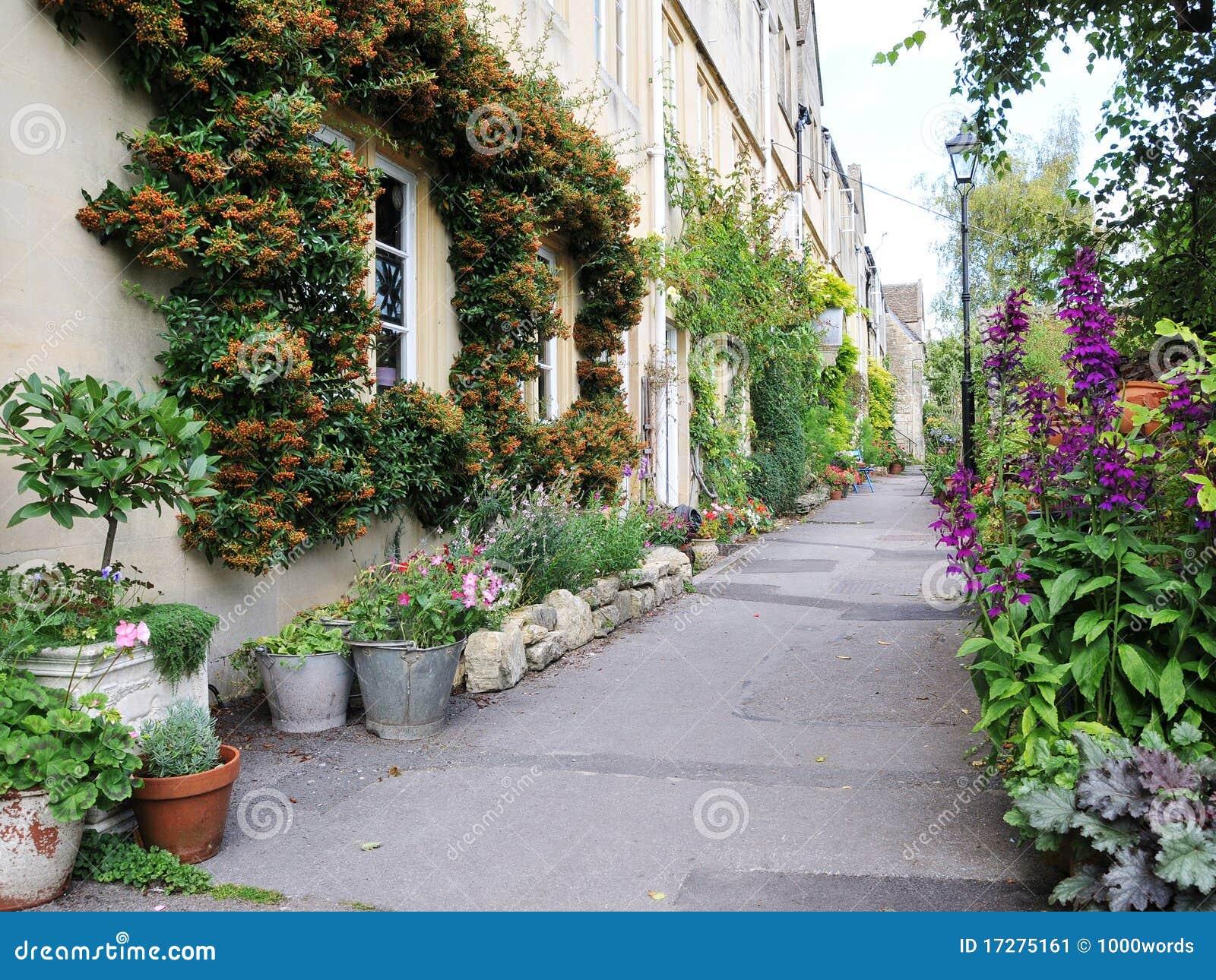 Casas y jardines imagen de archivo imagen de flor pa s for Jardines para casas