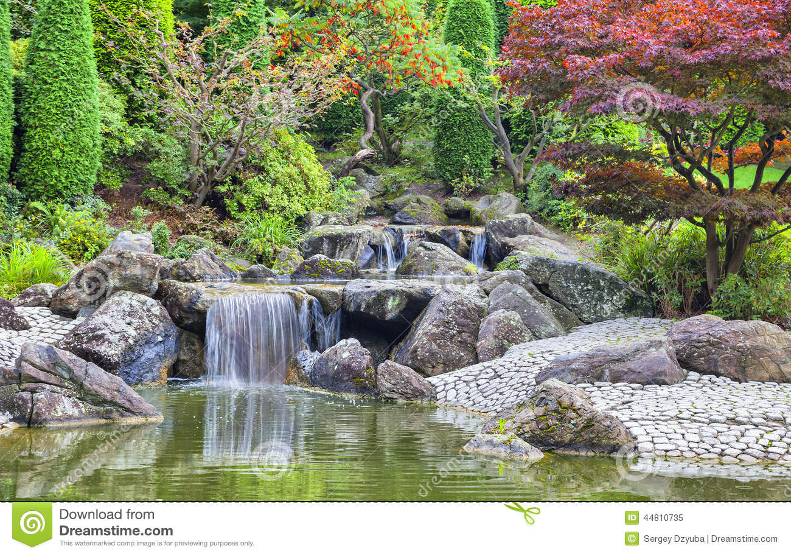 Cascada de la cascada en jard n japon s en bonn foto de - Cascada de jardin ...