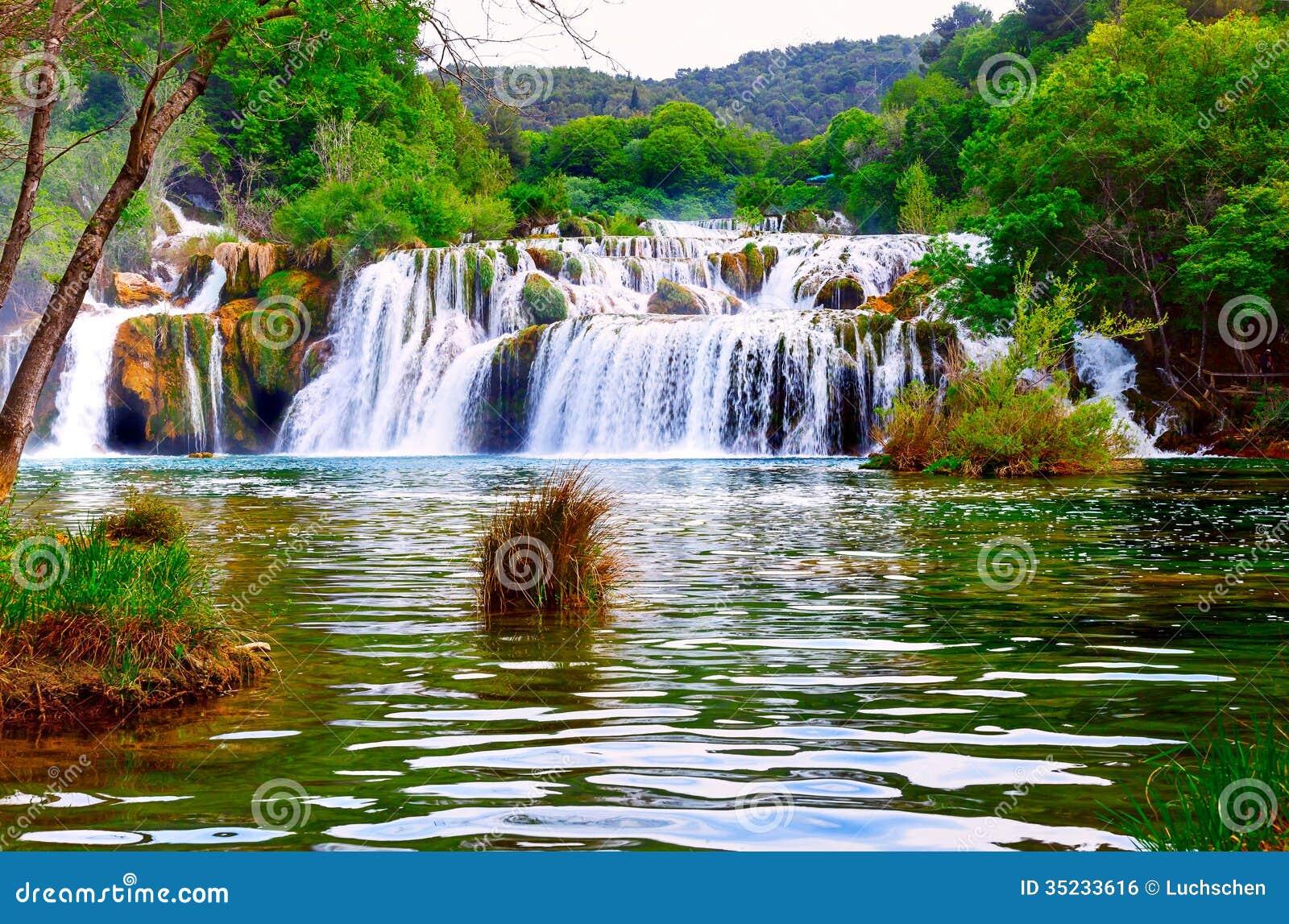 Cascada en el nacional de Krka