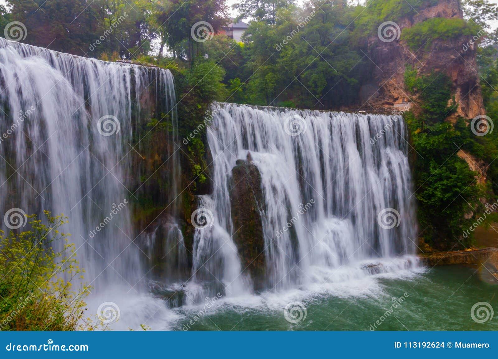 Cascada en la ciudad de Jajce