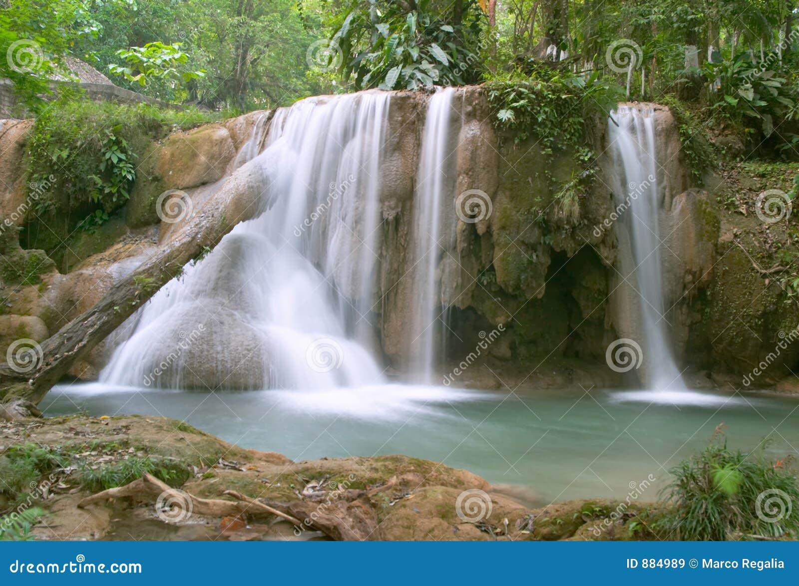 Cascadas de agua azul waterfall stock image image 884989 for Motor para cascada de agua