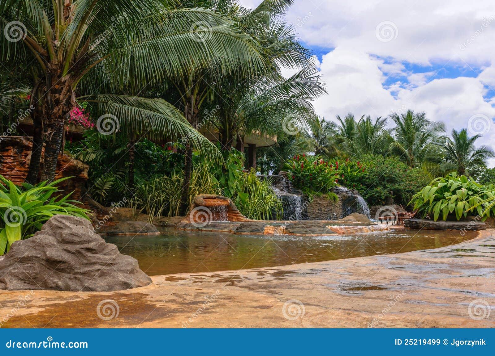 Cascadas de piedra del agua im genes de archivo libres de for Piedras para cascadas