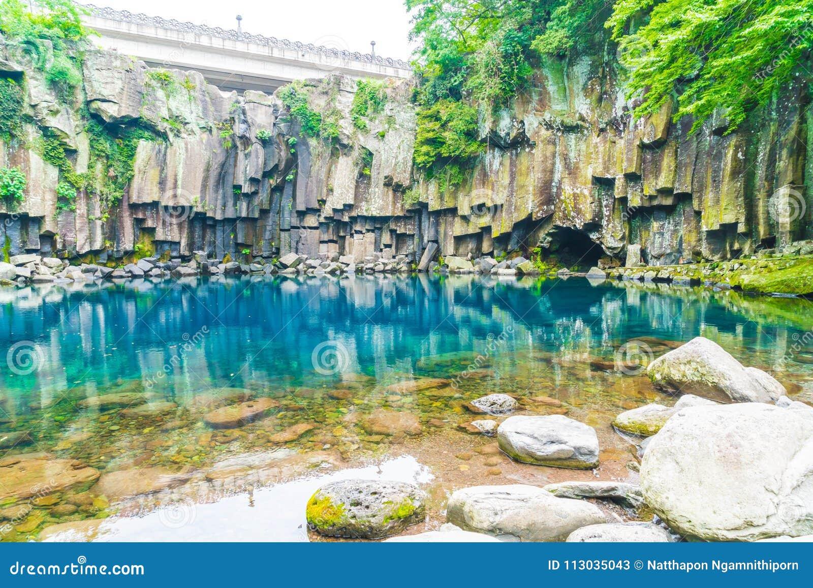 Cascadas del cheonjeyeon en Jeju Isaland