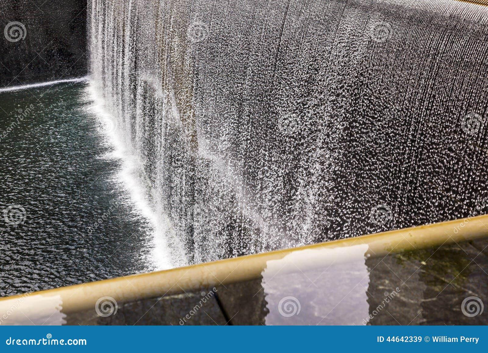 Cascade comm morative new york ny de fontaine de la - Cascade de piscine fontaine ...