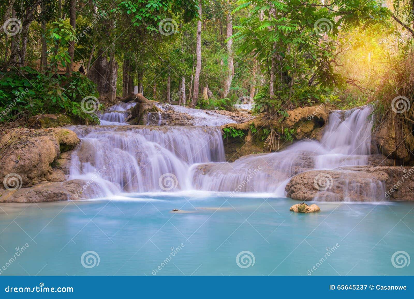 Cascade dans la forêt tropicale, Tat Kuang Si Waterfalls au praba de Luang