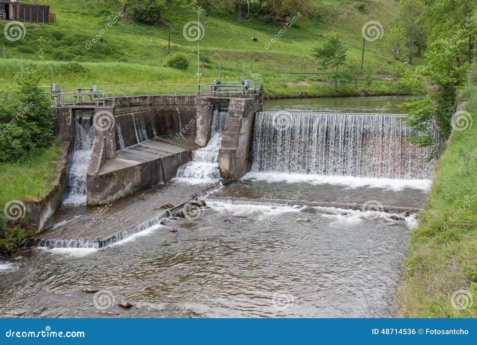 Cascade l 39 eau rivi re barrage nergie hydraulique photo stock image 48714536 - Barrage de l odeur ...