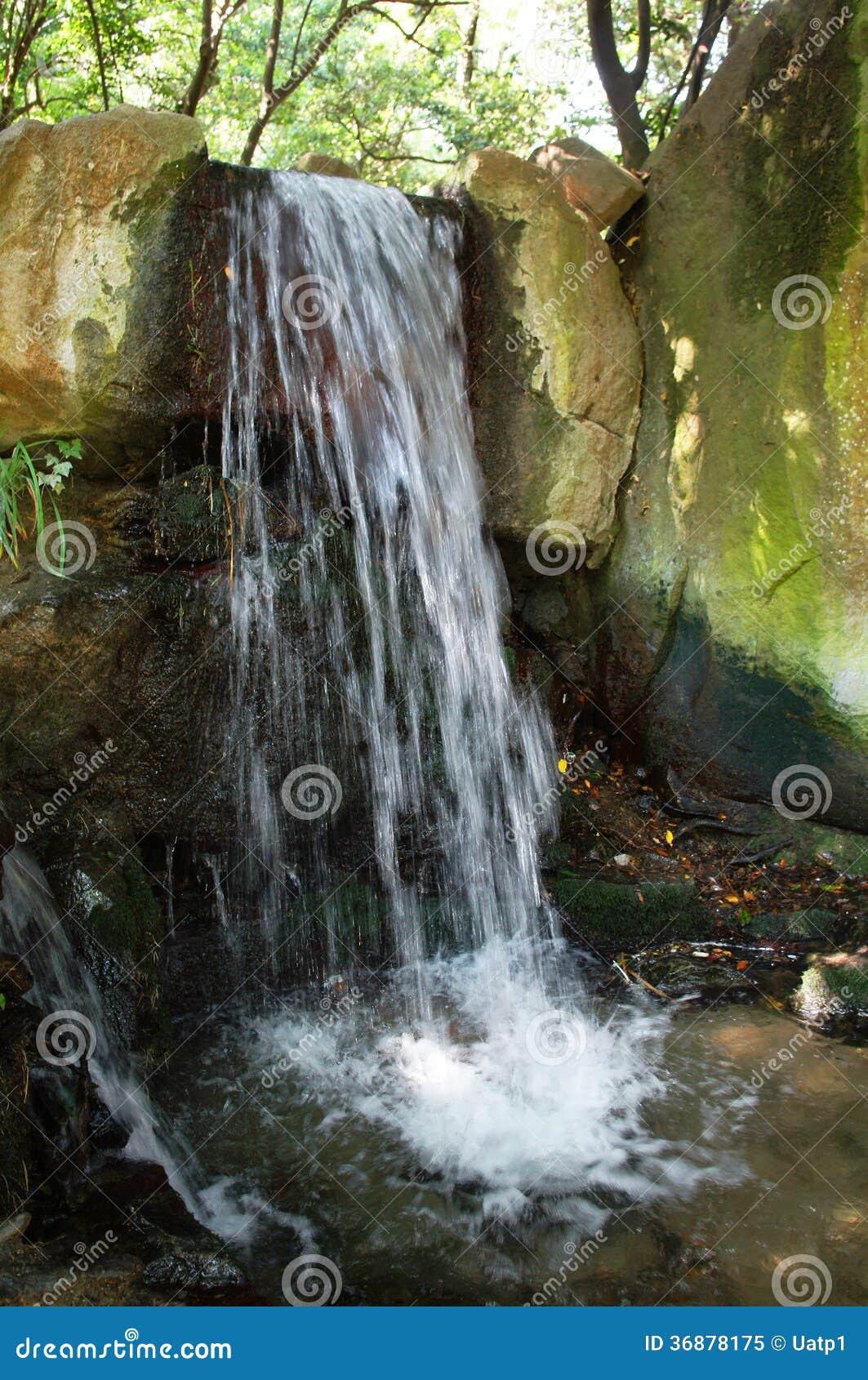 Download Cascata immagine stock. Immagine di acqua, canale, ruscello - 36878175