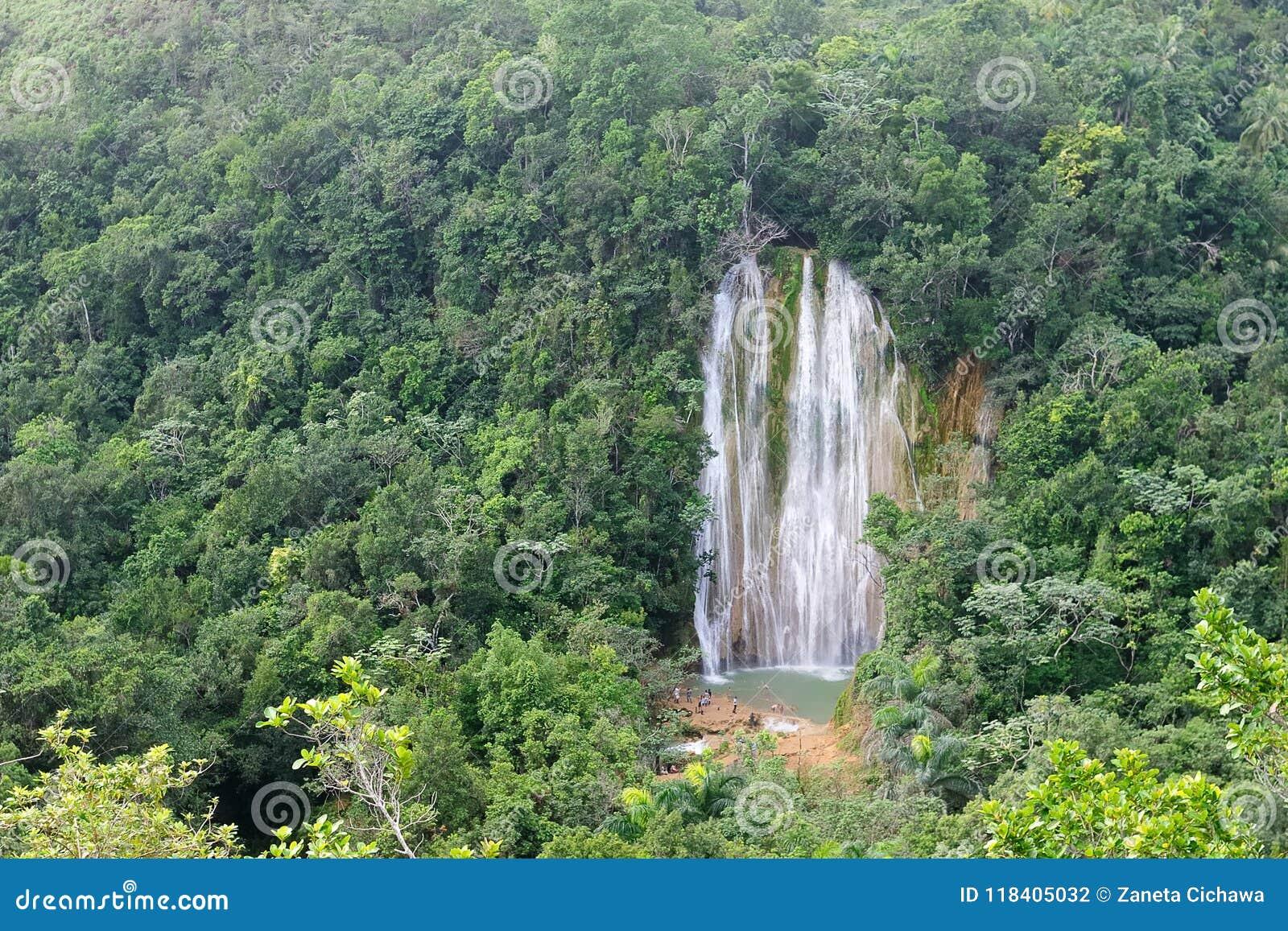 Cascata - attrazione nella Repubblica dominicana di area di Samana