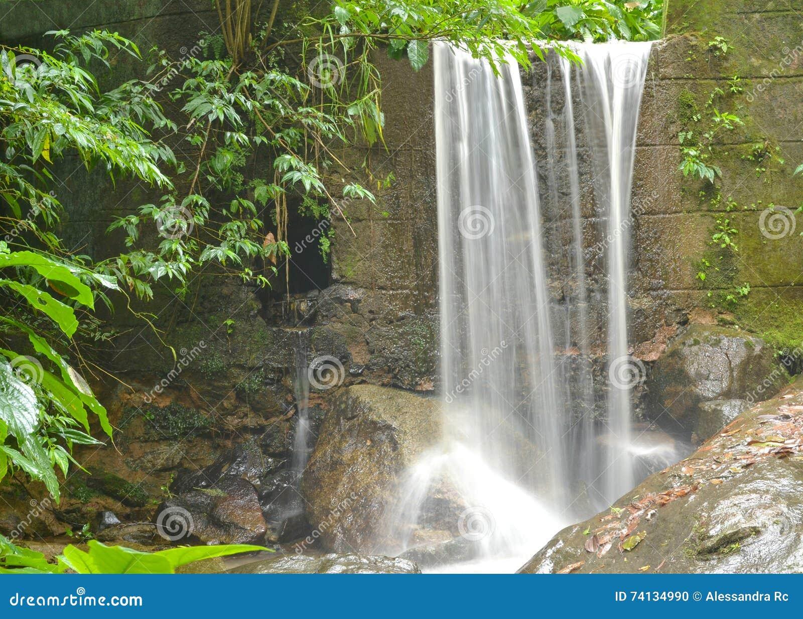 Cascata Della Parete Di Pietra Fotografia Stock - Immagine: 74134990