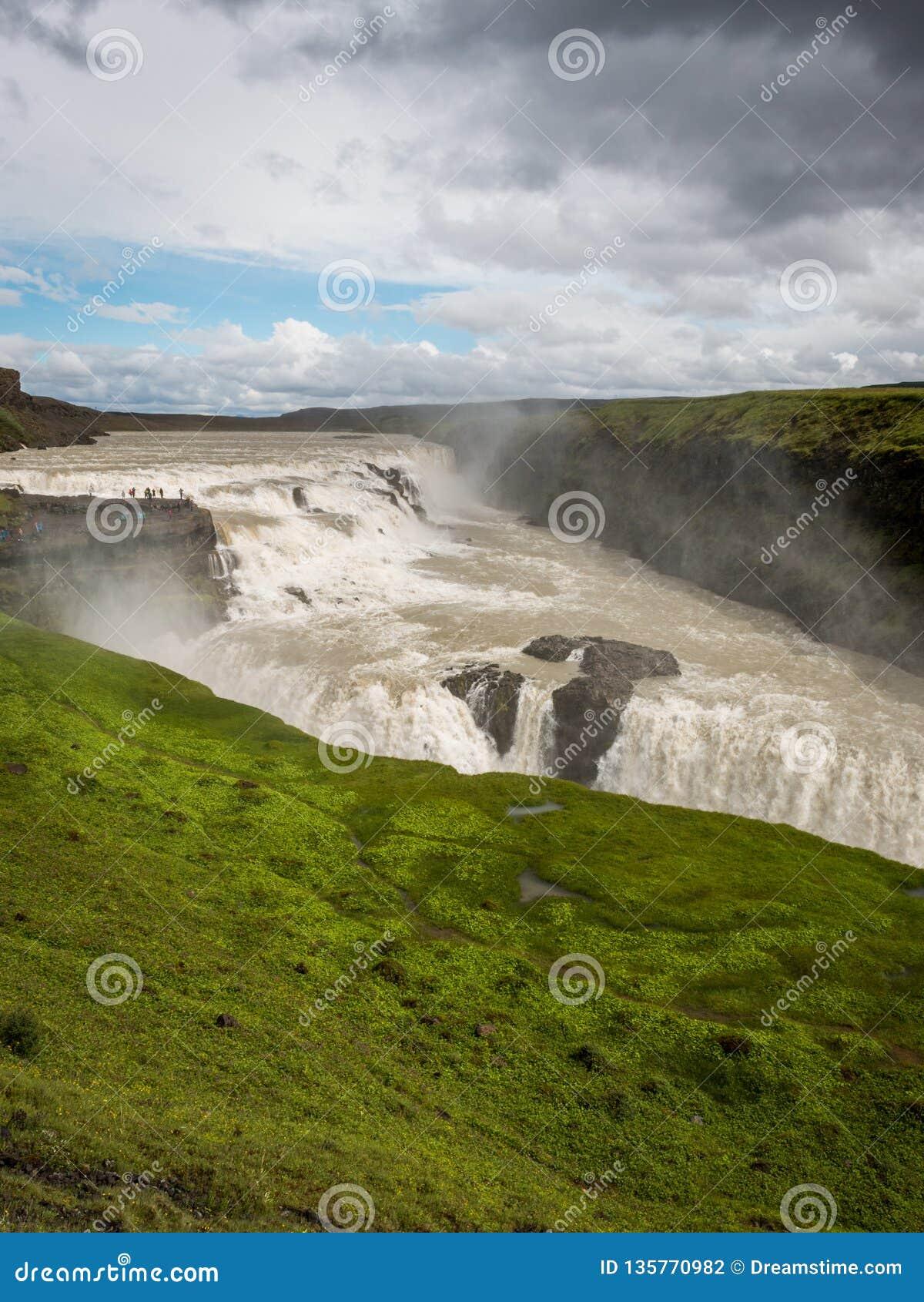 Cascata di Gullfoss la caduta dorata in Islanda
