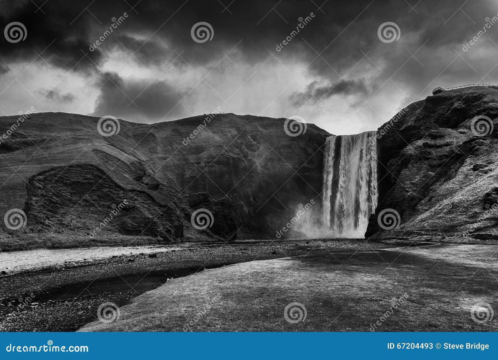 Cascata di Skogafoss in Islanda
