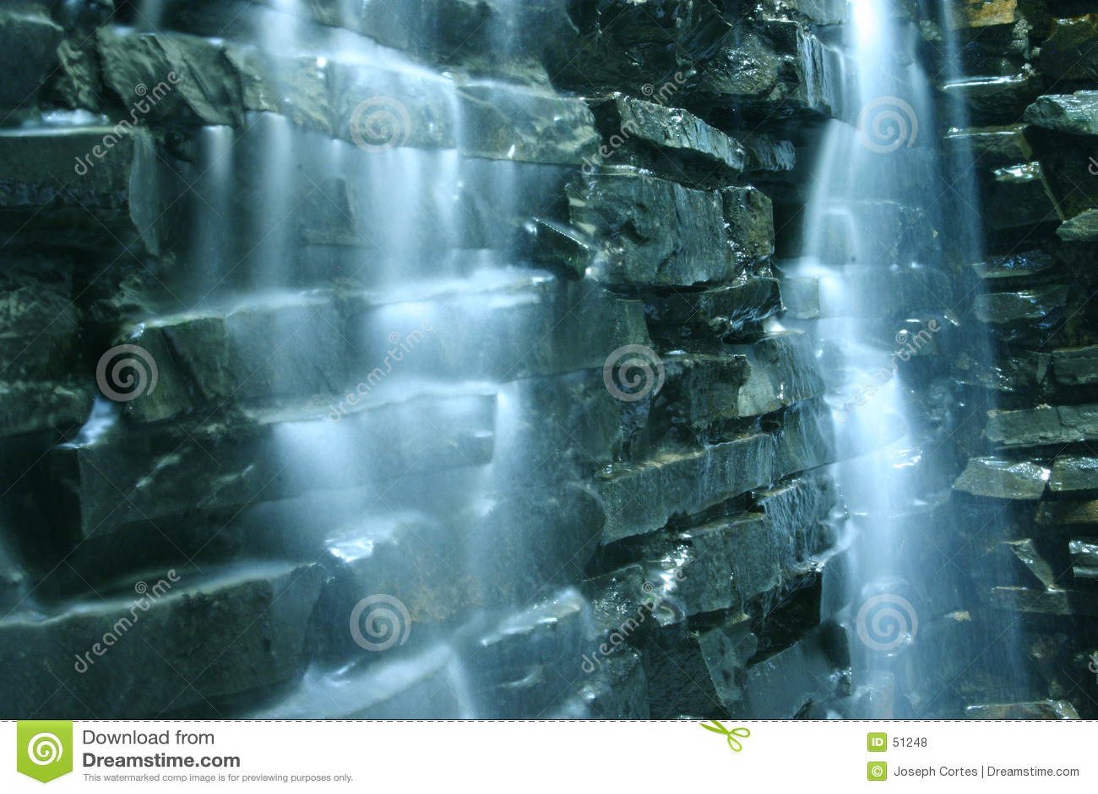 Cascata e rochas de queda da água