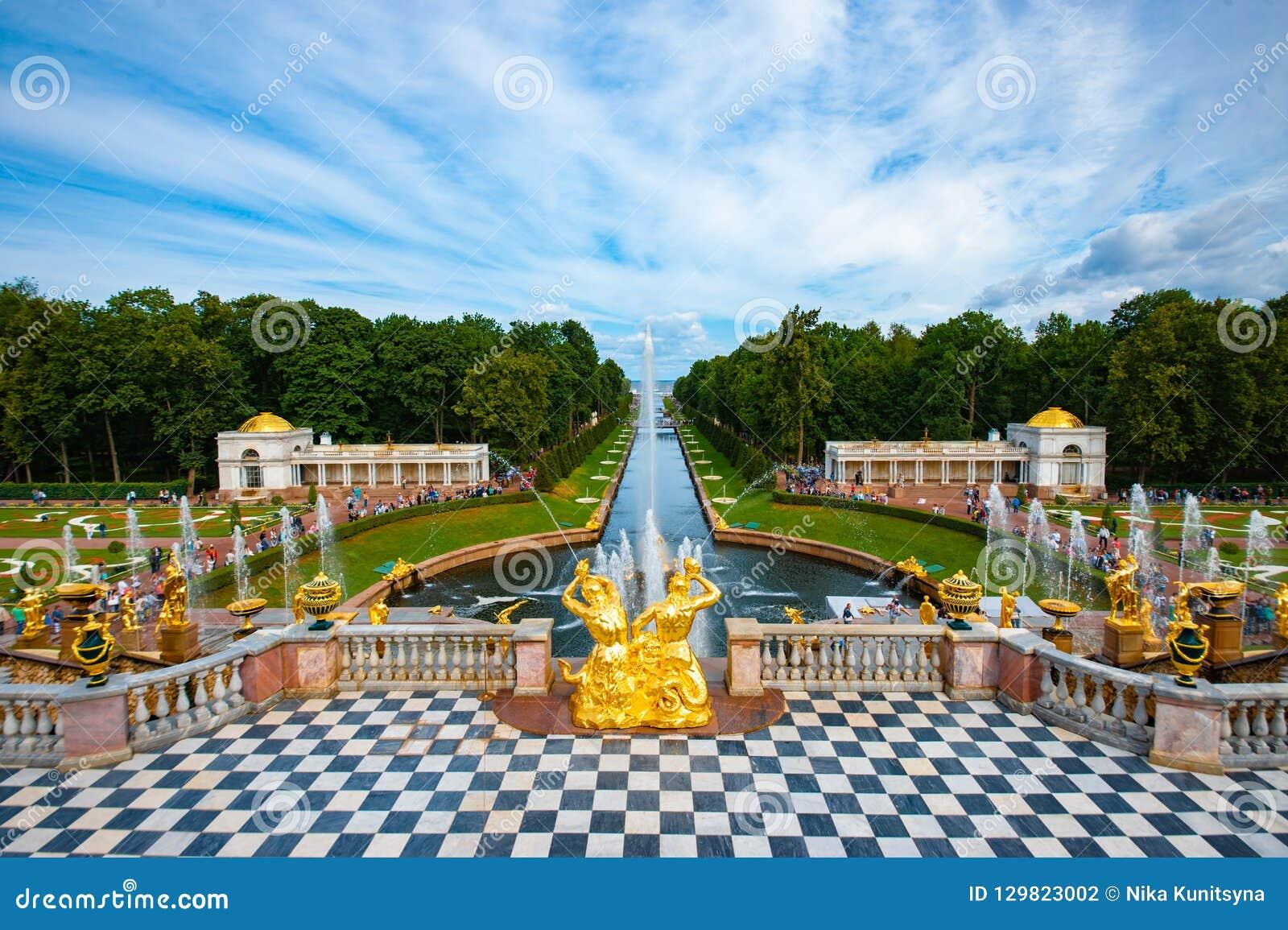 Cascata grande do palácio de Peterhof