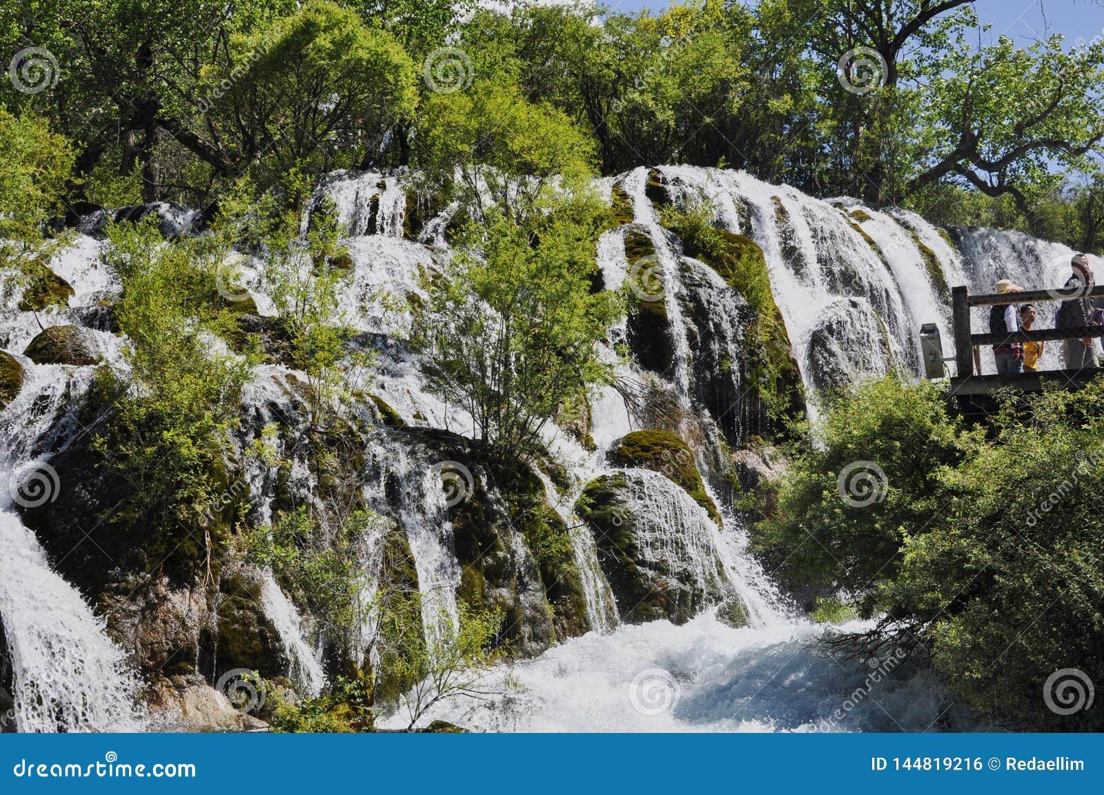 Cascata nel parco nazionale di Jiuzhaigou