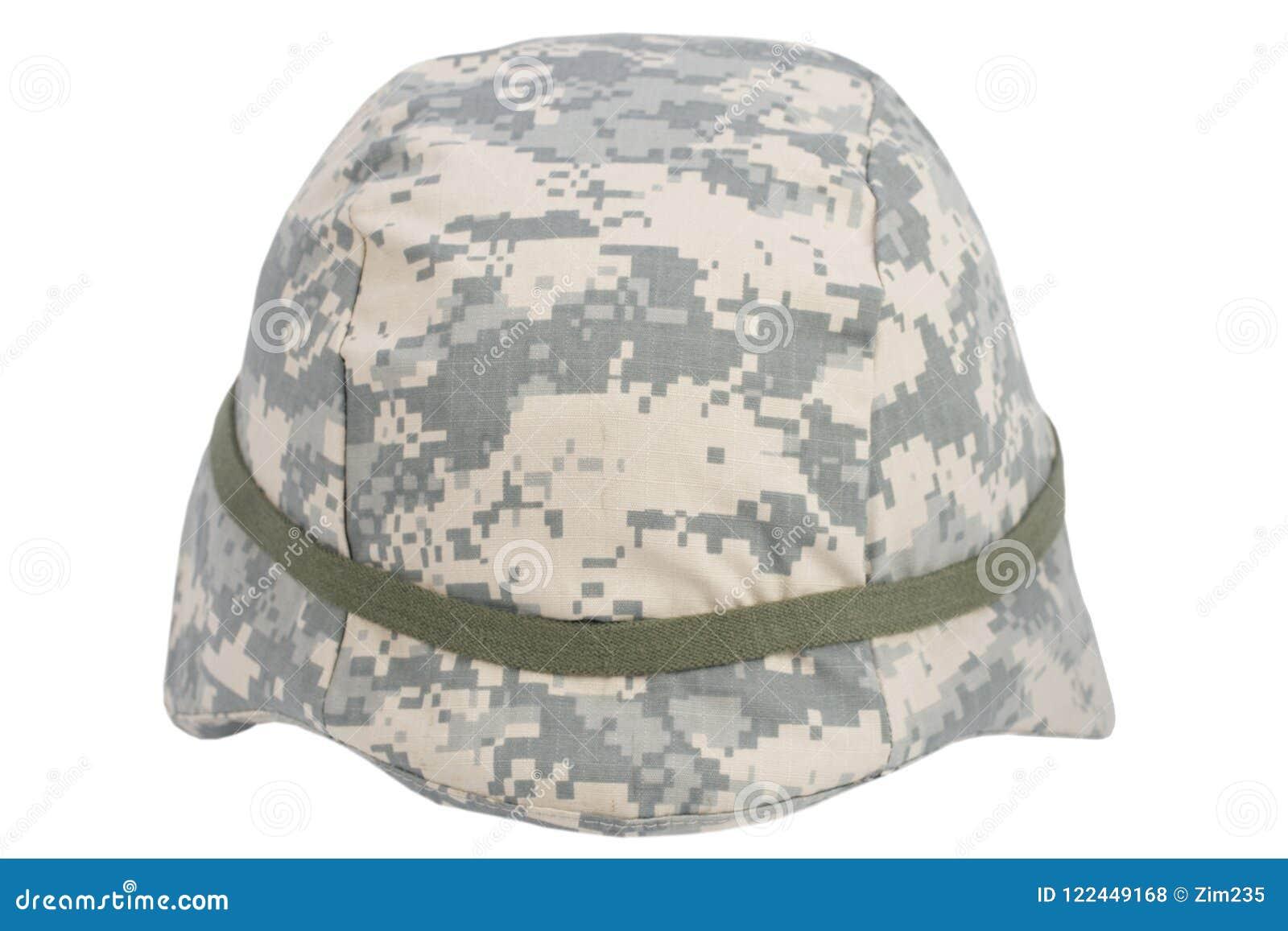 Casco de Kevlar del Ejército de los EE. UU. con la cubierta camuflada  aislada en blanco b7c33eb7e63