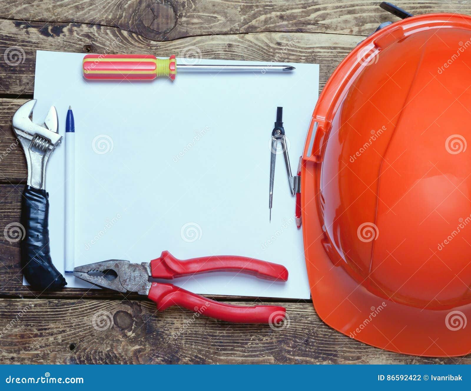 Casco de la construcción, herramientas viejas y