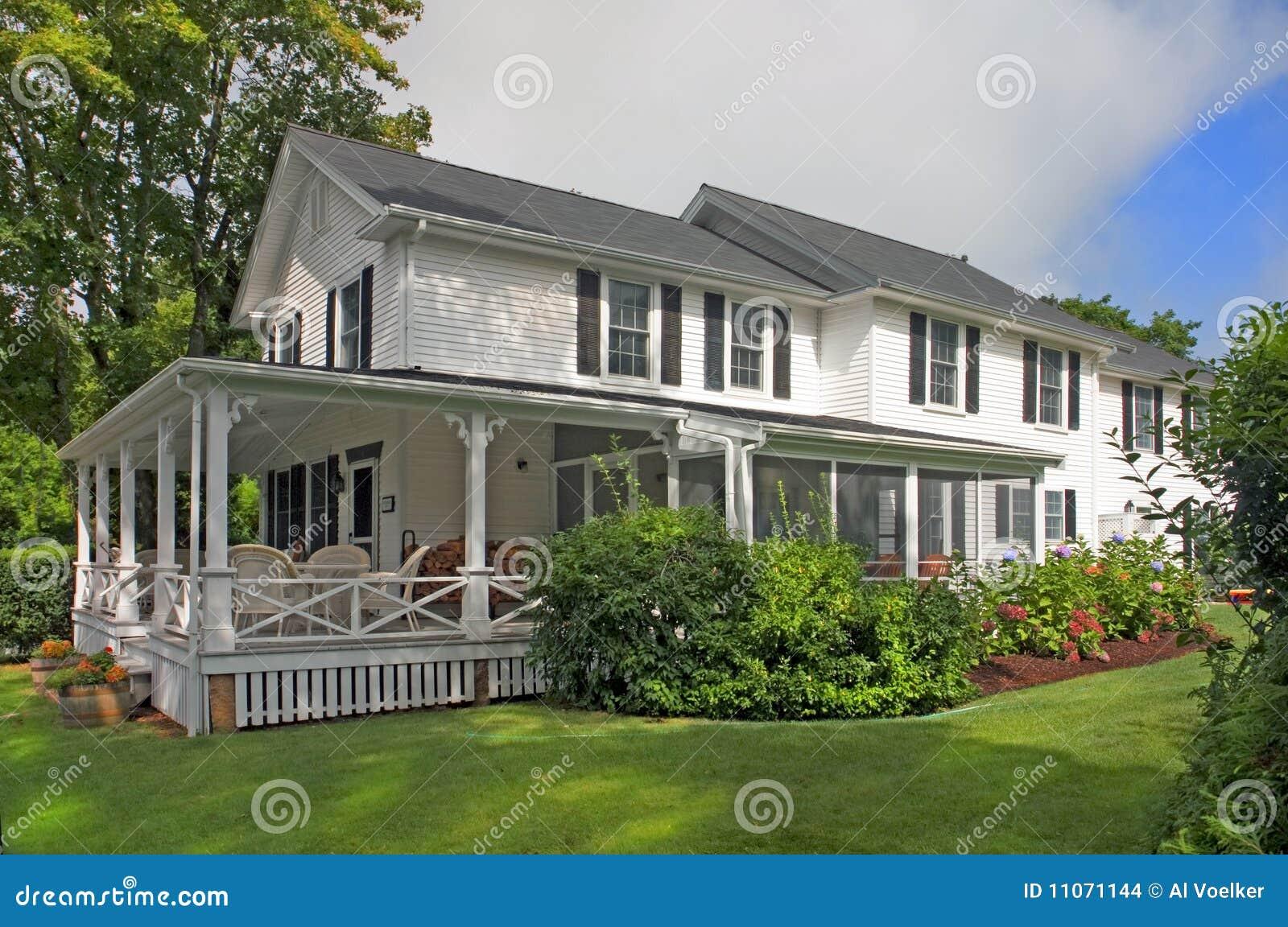 Case americane classiche fotografia stock immagine di for Foto di case arredate classiche