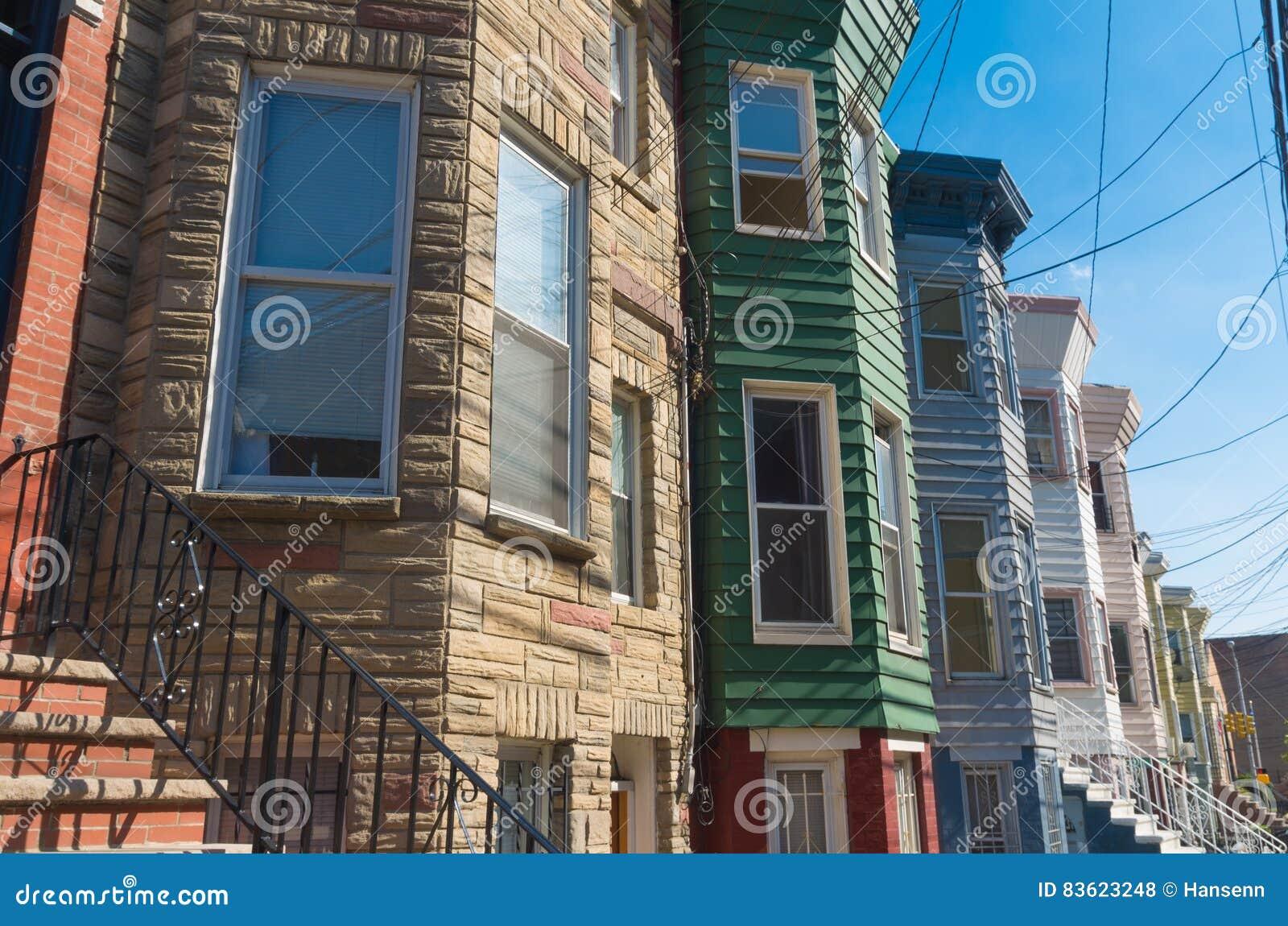 Case Di Tronchi Americane : Case americane tipiche fotografia stock. immagine di residenza