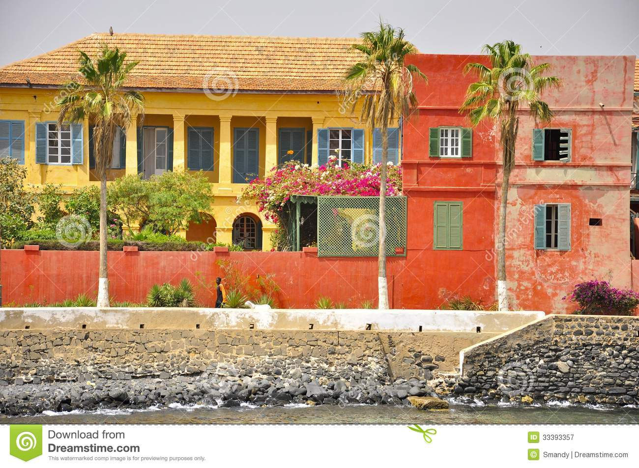 Case colorate sull 39 isola di goree senegal immagine stock for Les maisons de louis