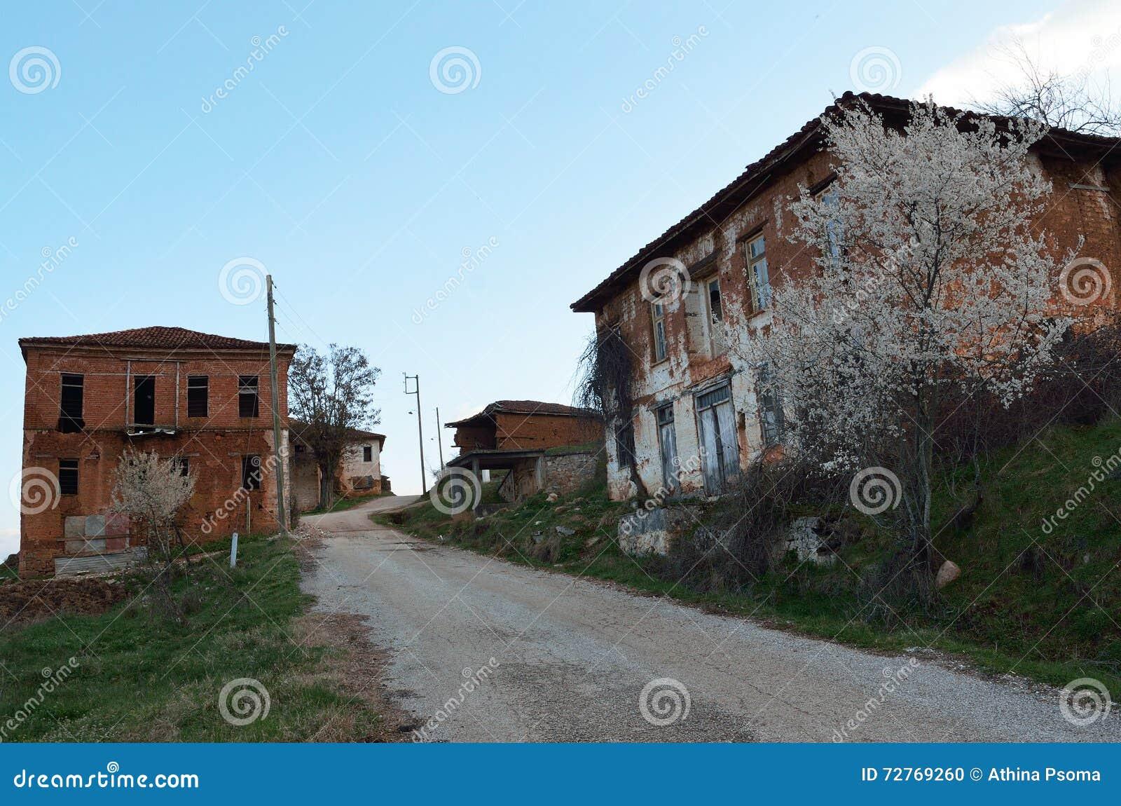 Case Di Mattoni Di Fango : Case con mattoni a vista abbandonate del fango fotografia stock
