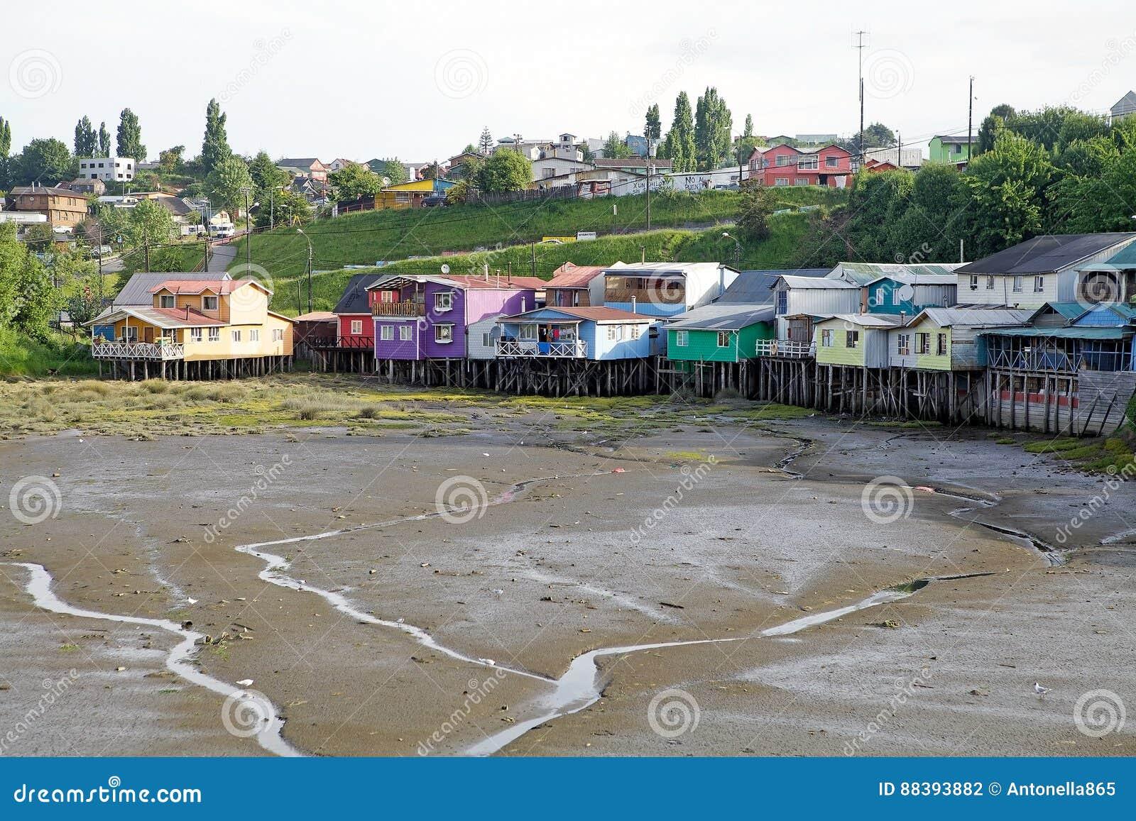 Case del trampolo a Castro, isola di Chiloe, Cile