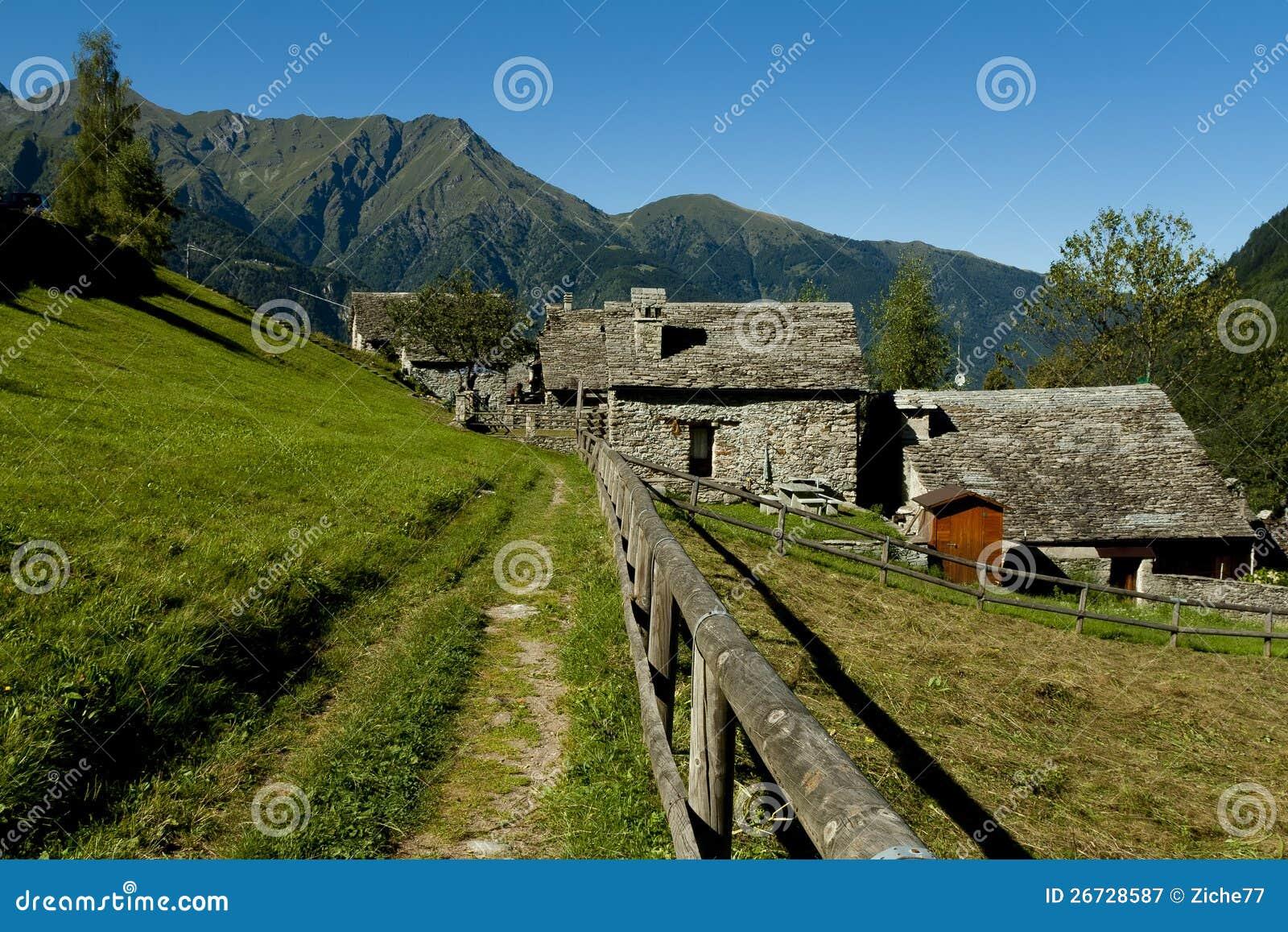 Case Di Montagna In Pietra : Pietra di credaro e pietre naturali preventivi gratuiti rivestimenti