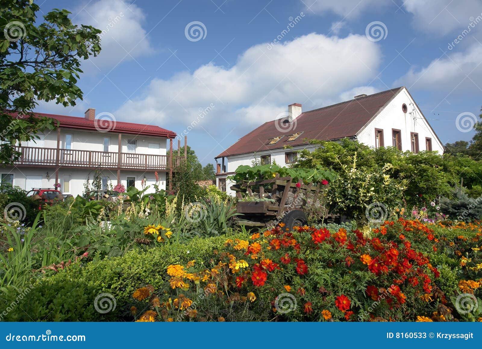 case e giardini della campagna immagine stock immagine