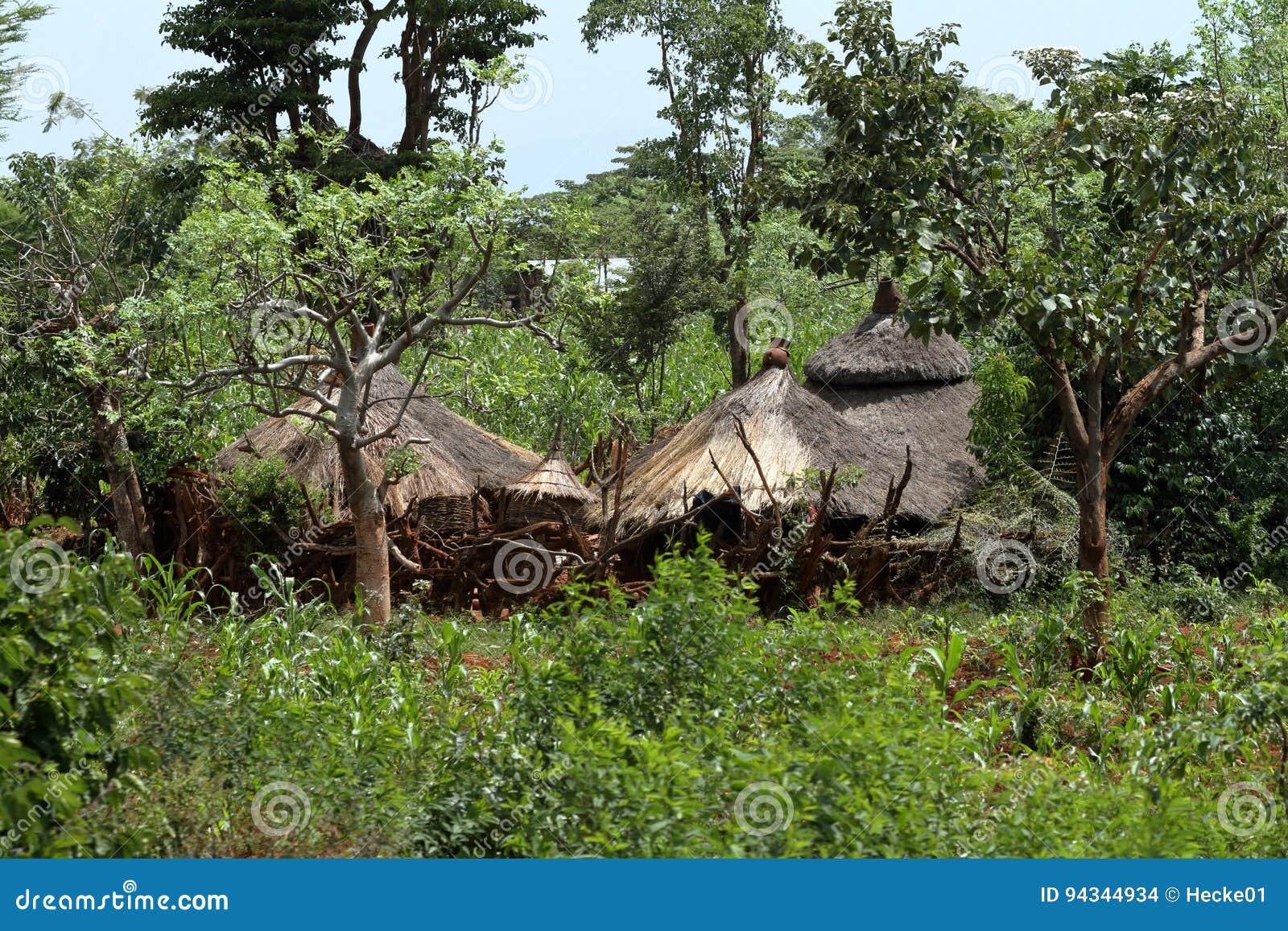 Case e villaggi tradizionali in africa fotografia stock for Case tradizionali