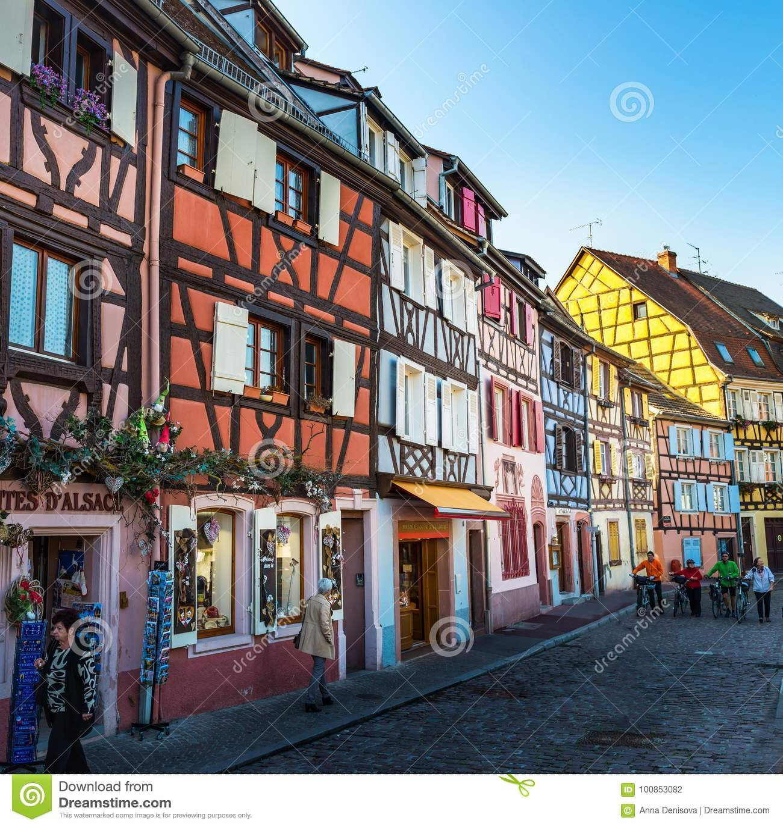 Case francesi tradizionali variopinte e negozi a colmar l for Case tradizionali