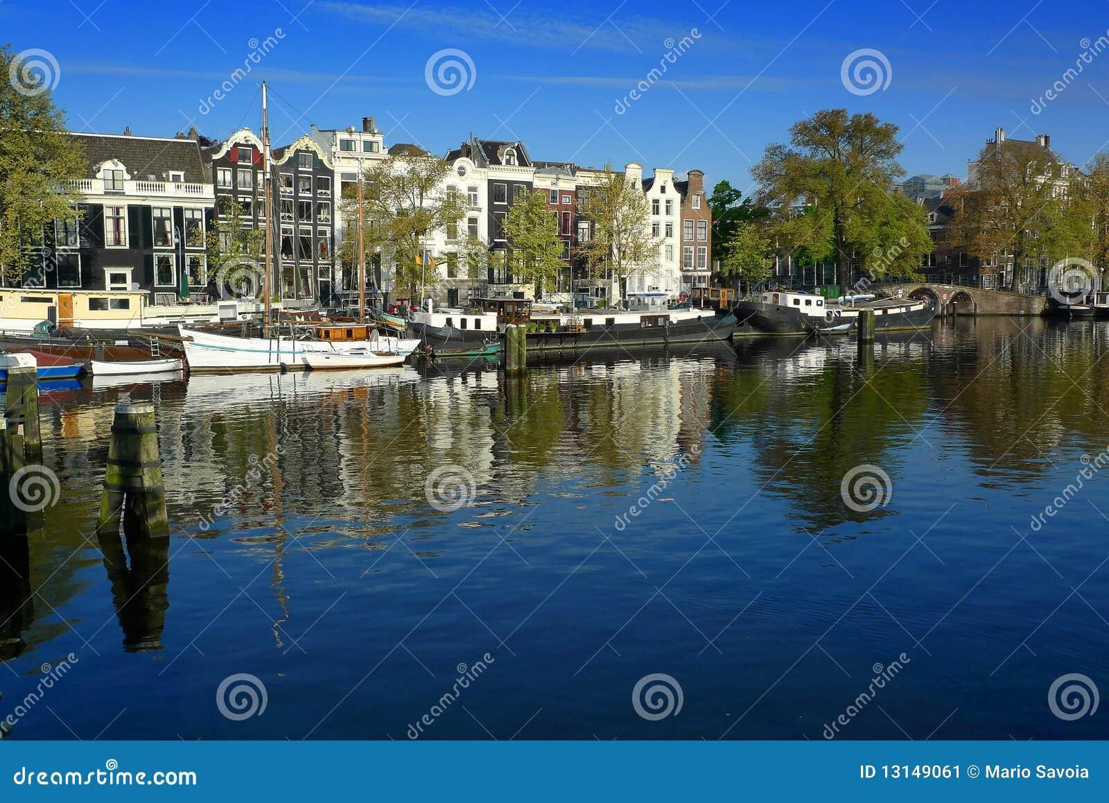 Case galleggianti di amsterdam su amstel immagine stock for Case galleggianti amsterdam