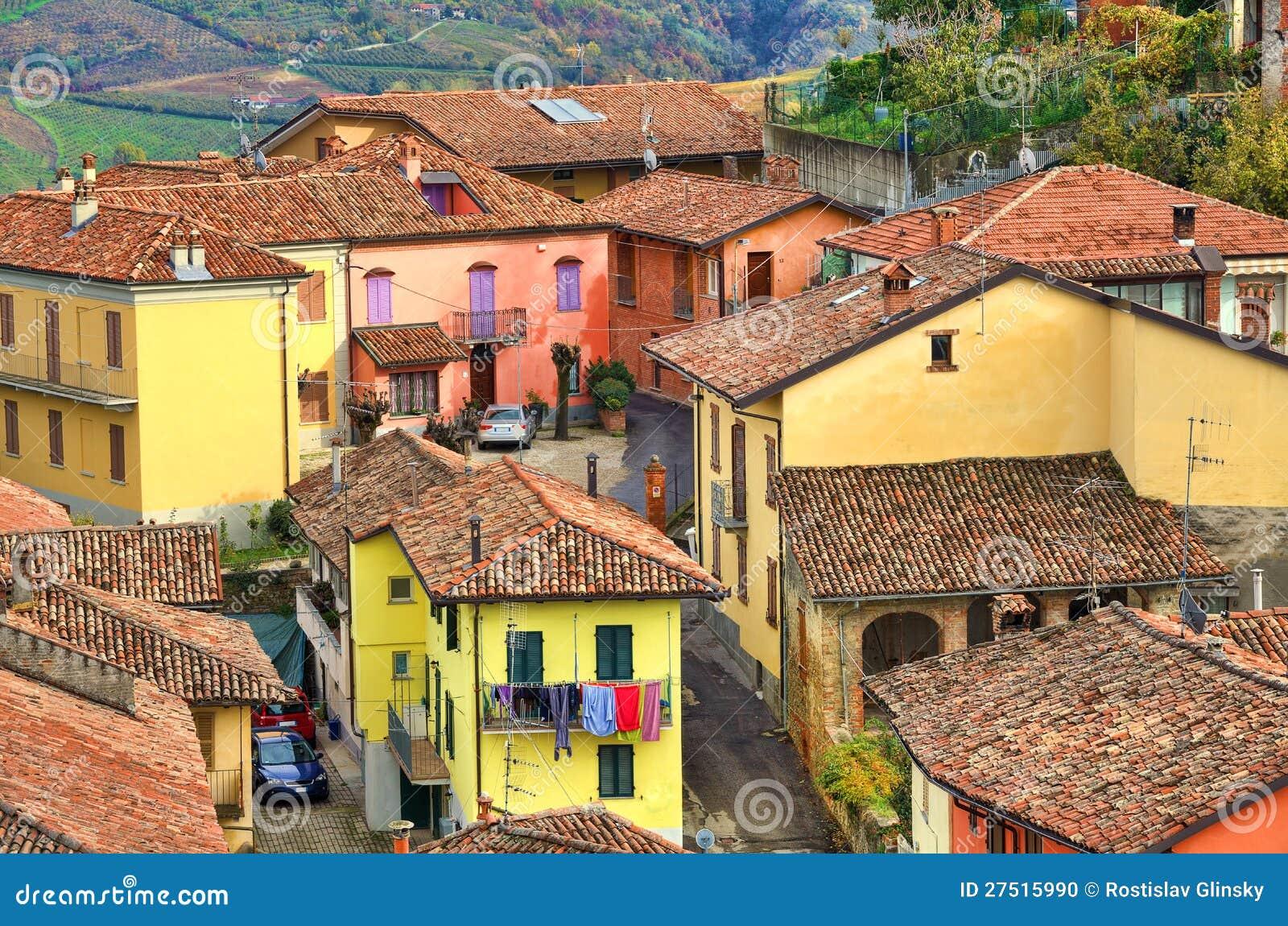 Case italiane diano d 39 alba italia fotografia stock for Case tradizionali italiane