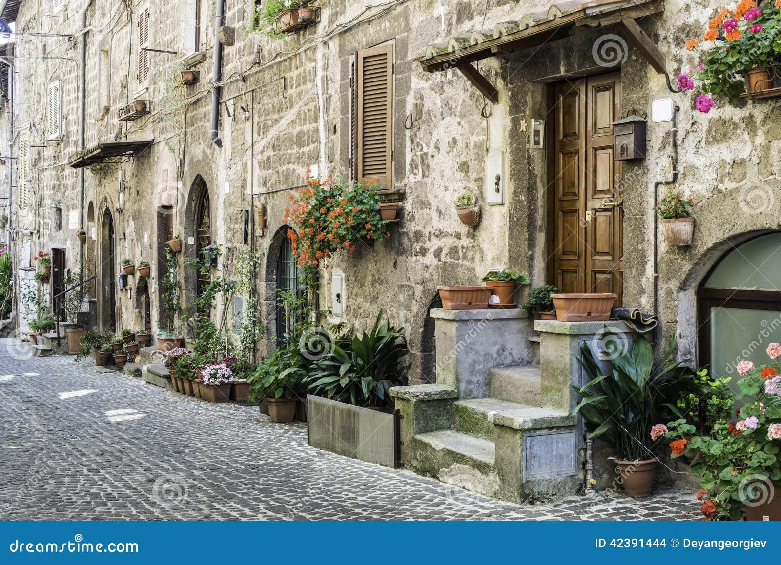 Case italiane tradizionali immagine stock editoriale for Modelli di case italiane