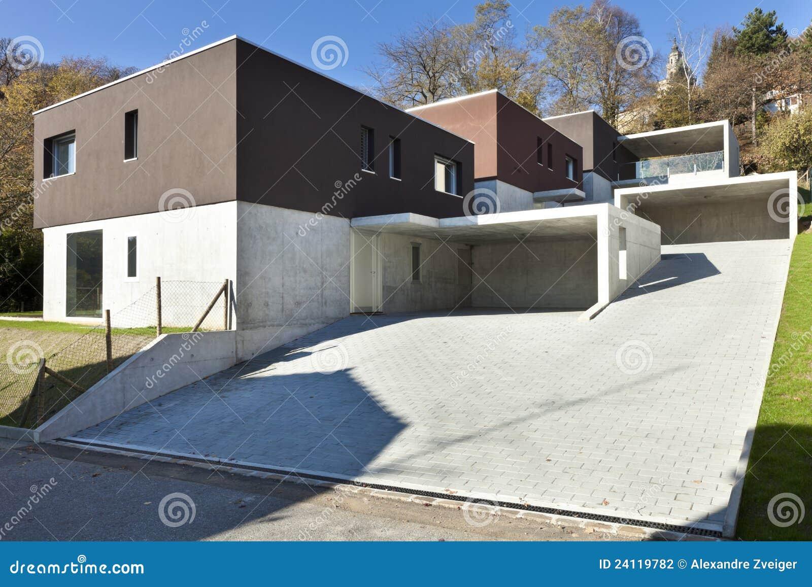 Case moderne esterne fotografia stock immagine di giorno for Foto case arredate moderne